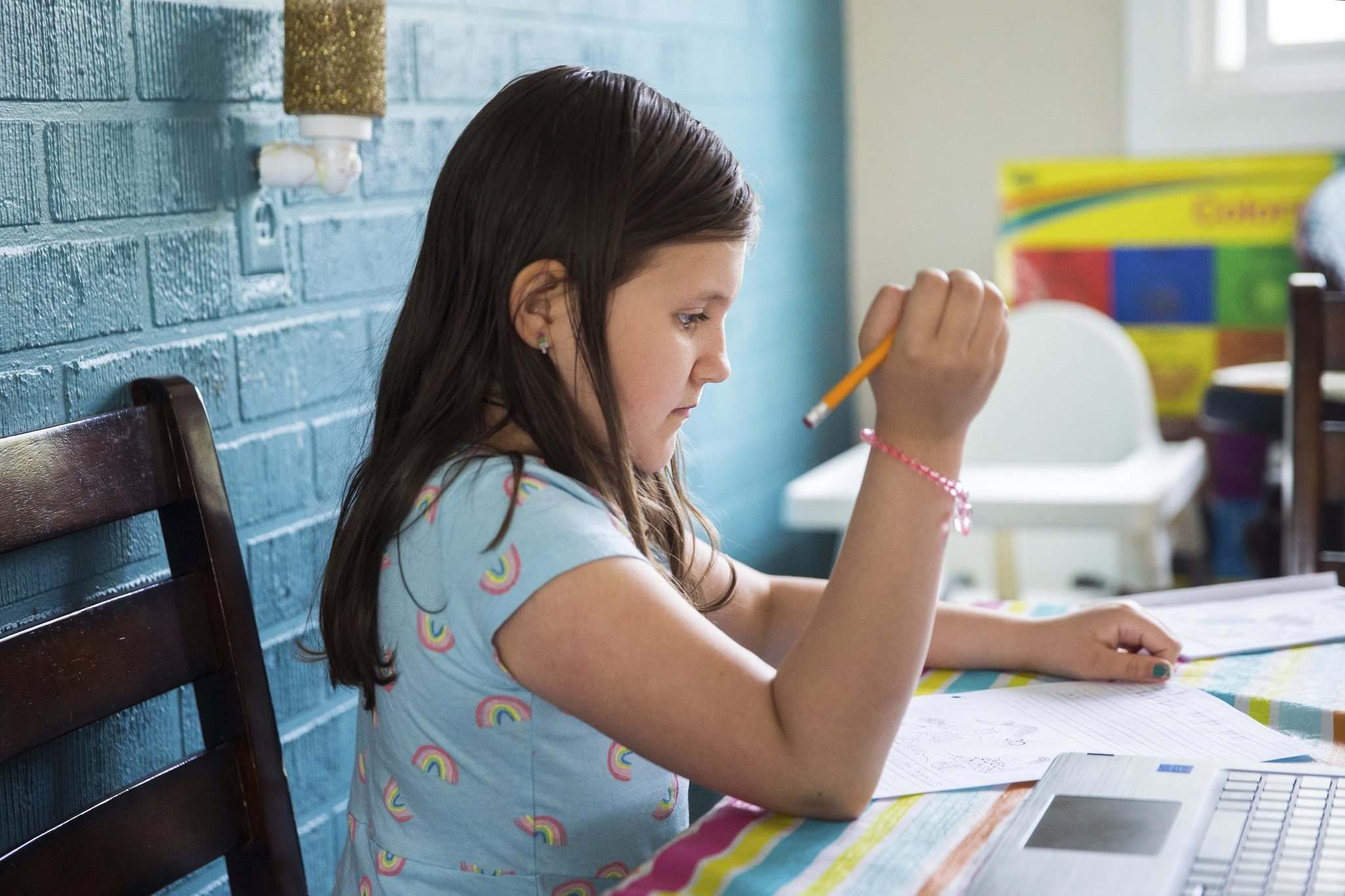Some days, Leah is motivated to do school work while other days, sadness creeps in. (Mikaela MacKenzie / Winnipeg Free Press)</p>