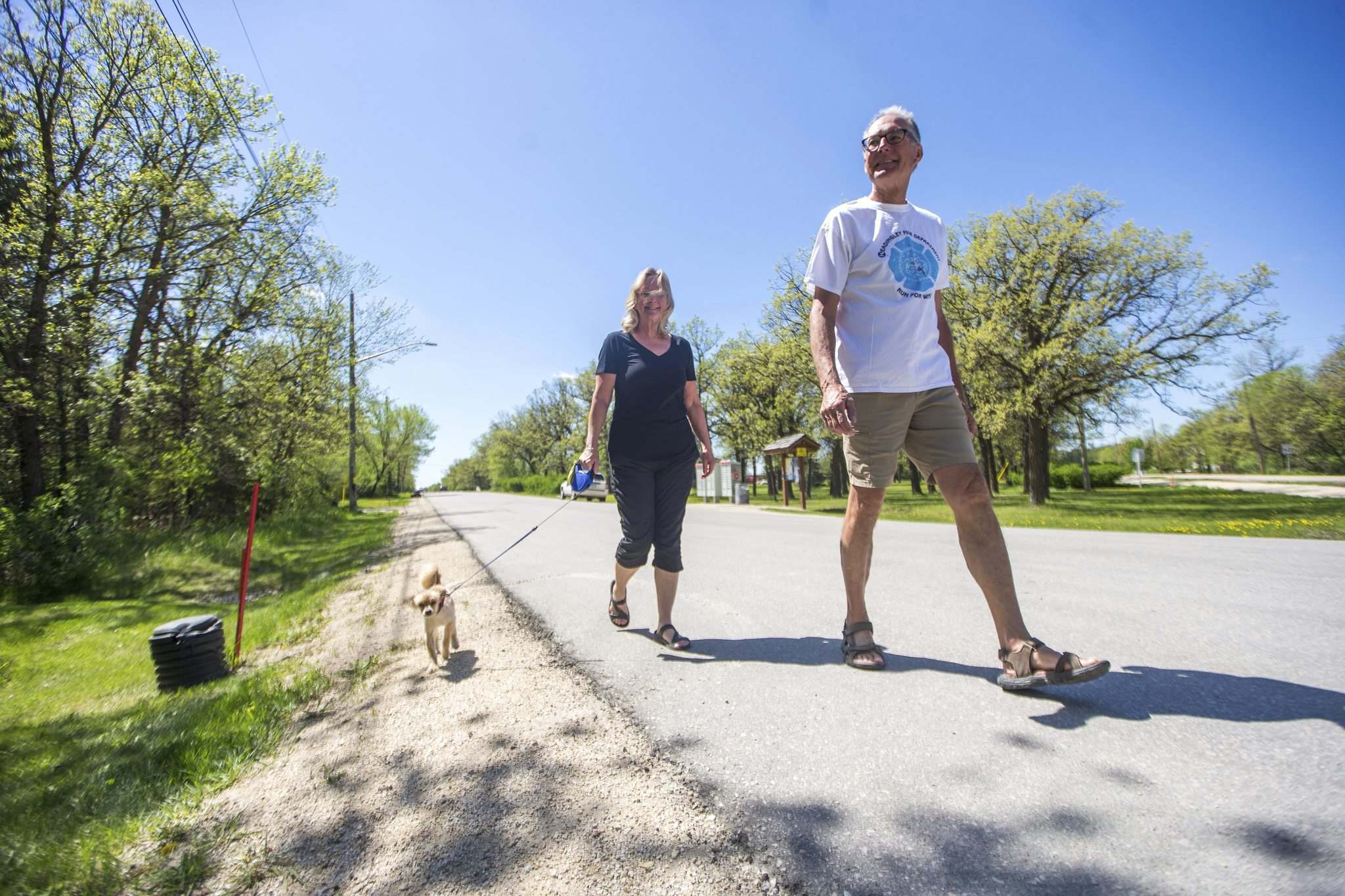 Glenn Reimer, deputy chief for emergency medical services in Headingley, with his wife, Joanne, has transitioned the Run for Wishes into a virtual event in the face of the pandemic. (Mikaela MacKenzie / Winnipeg Free Press)</p>