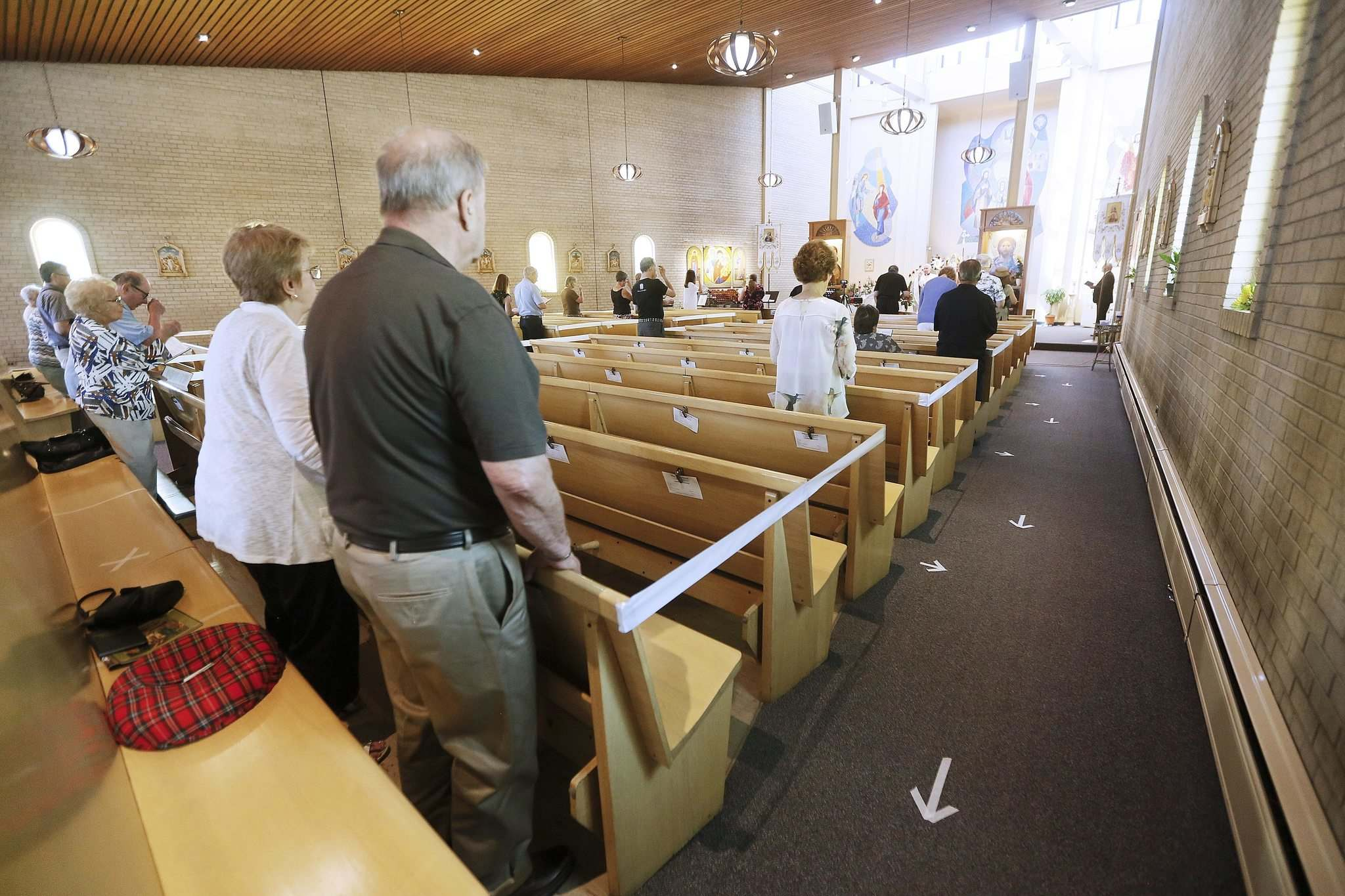 JOHN WOODS / WINNIPEG FREE PRESS</p><p>Due to COVID-19 restrictions attendance at the Sunday mass at Holy Family Church in Winnipeg was limited.</p>