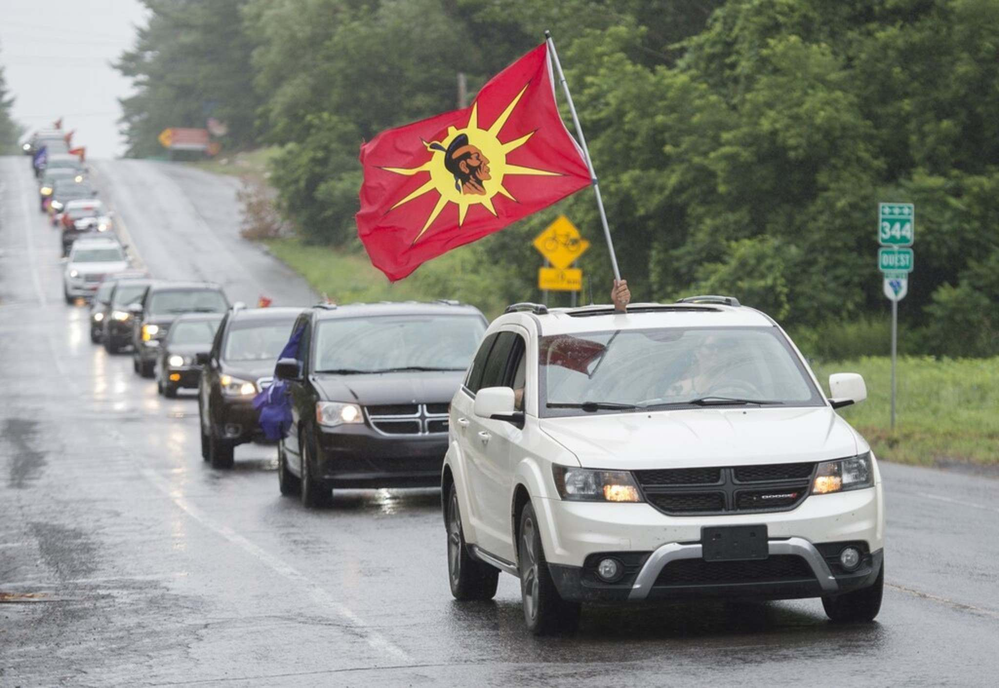 A rolling convoy commemorates the thirty year anniversary of the Oka standoff in Oka, Que., Saturday. THE CANADIAN PRESS/Graham Hughes</p>