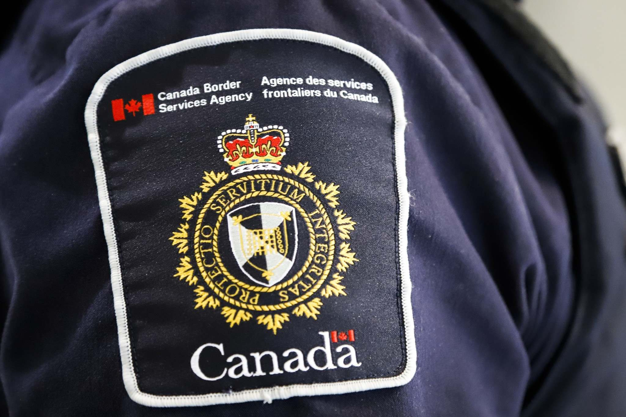 Manitoba RCMP receives a list each day of people who have crossed the border, along with a suggested check-in schedule. (Jeff McIntosh / The Canadian Press files)