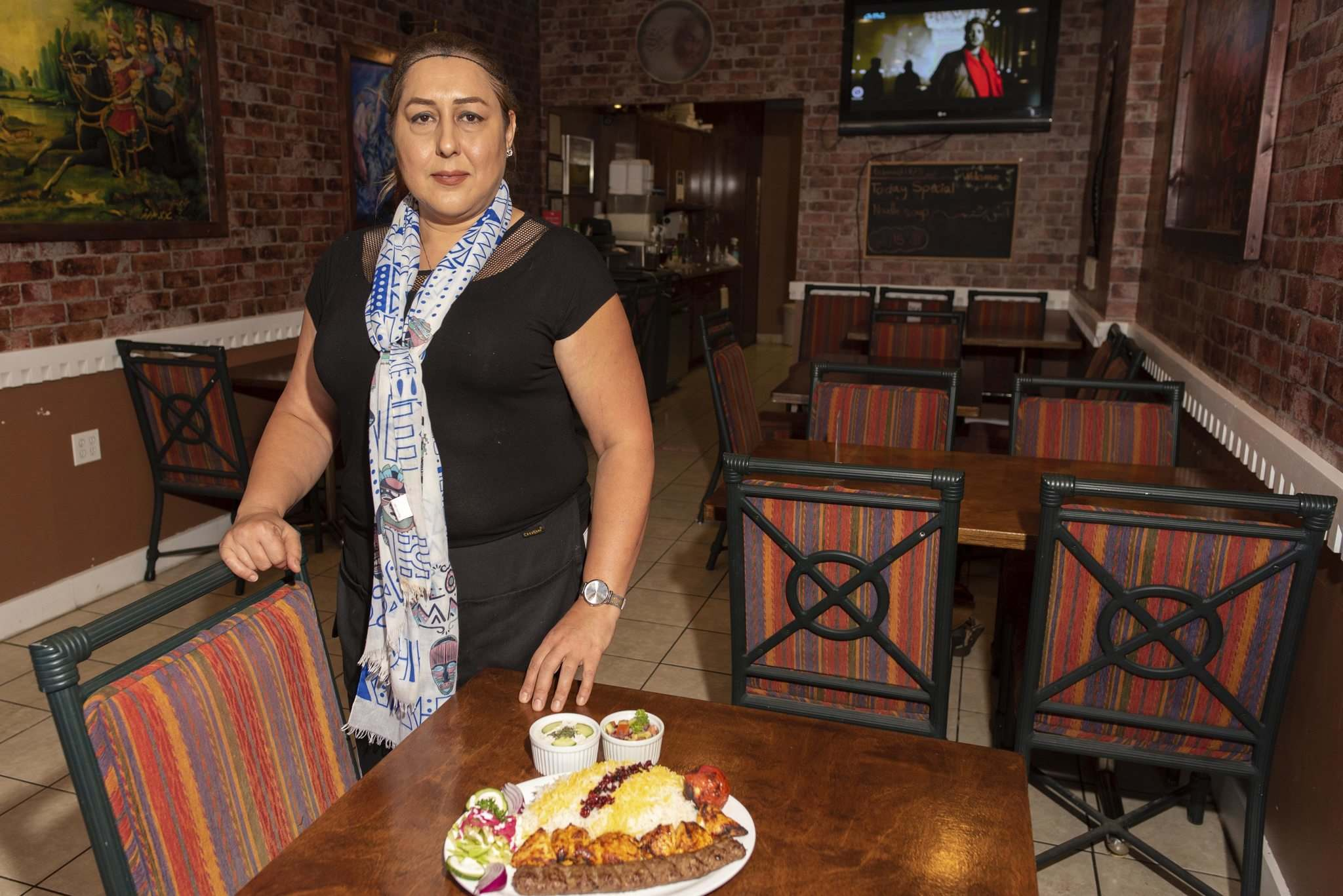 JESSE BOILY / WINNIPEG FREE PRESS</p><p>Maryam Nadmeh, owner of Tehran Cafe, shows off the Vaziri kebab platter.</p>