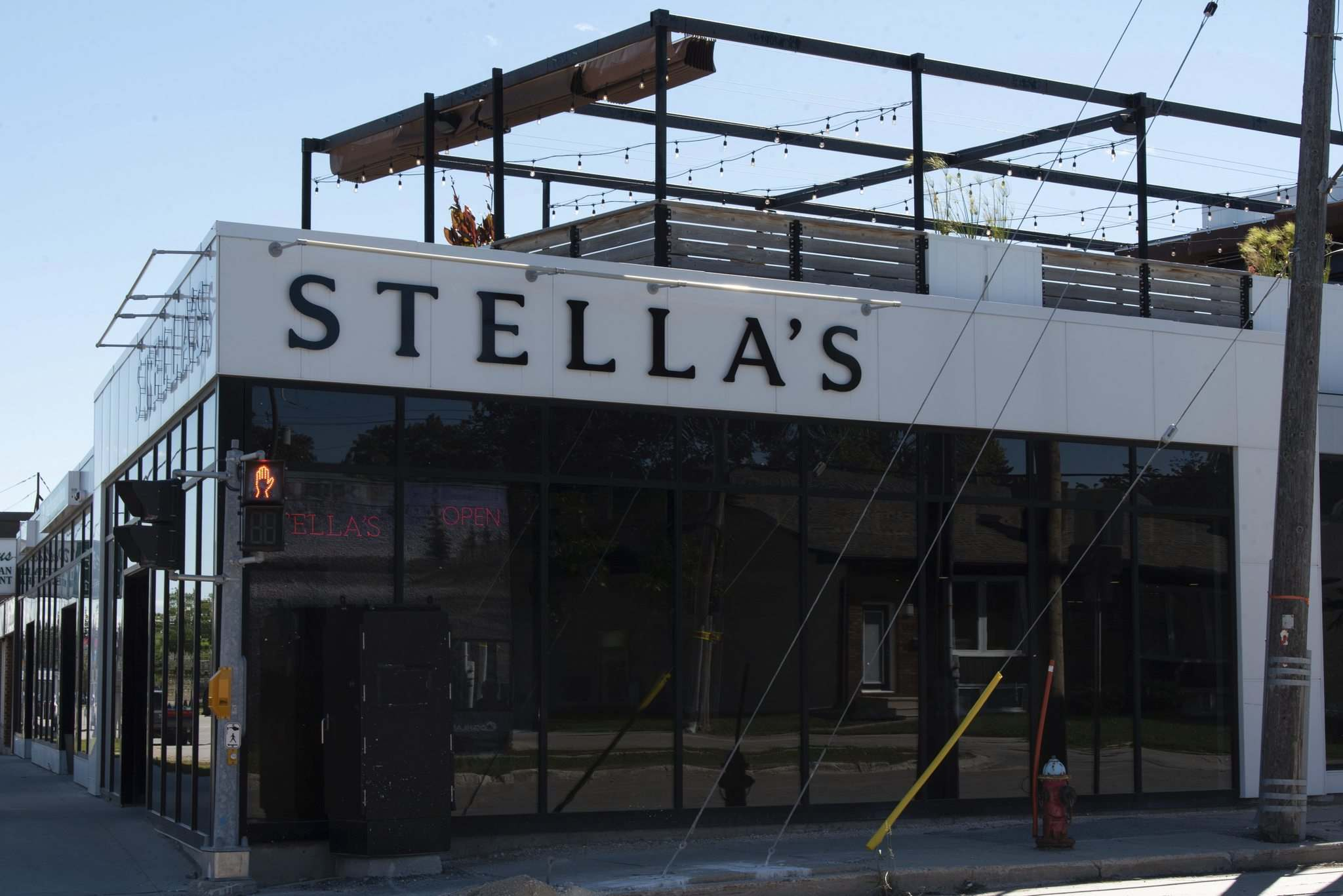 JESSE BOILY / WINNIPEG FREE PRESS</p><p>The Fort Garry's Stella's has a great patio.</p>