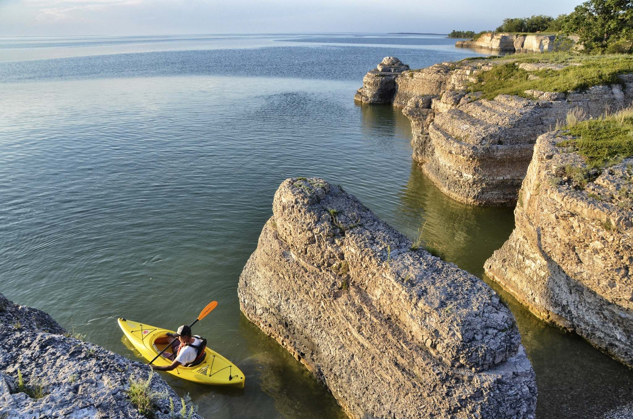 Shel Zolkewich / Winnipeg Free Press</p><p>The limestone cliffs of Steep Rock are a kayaker's dream. Don't forget to check out the caves, too.</p>