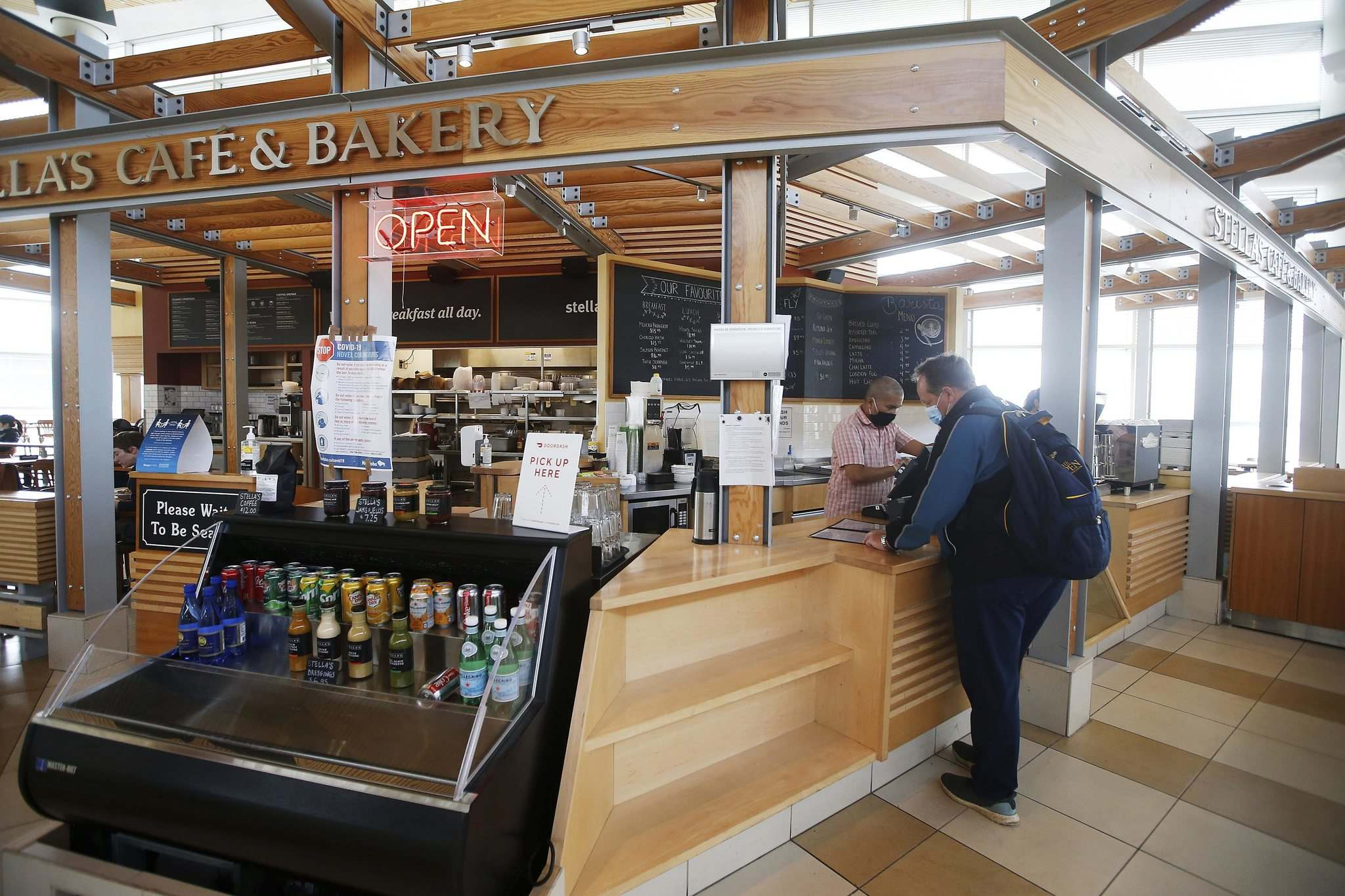 JOHN WOODS / WINNIPEG FREE PRESS</p><p>Emmerson Bader orders at the Stella's Café at the Winnipeg airport Sunday before boarding his flight. Stella's is closing its airport location next month.</p></p>