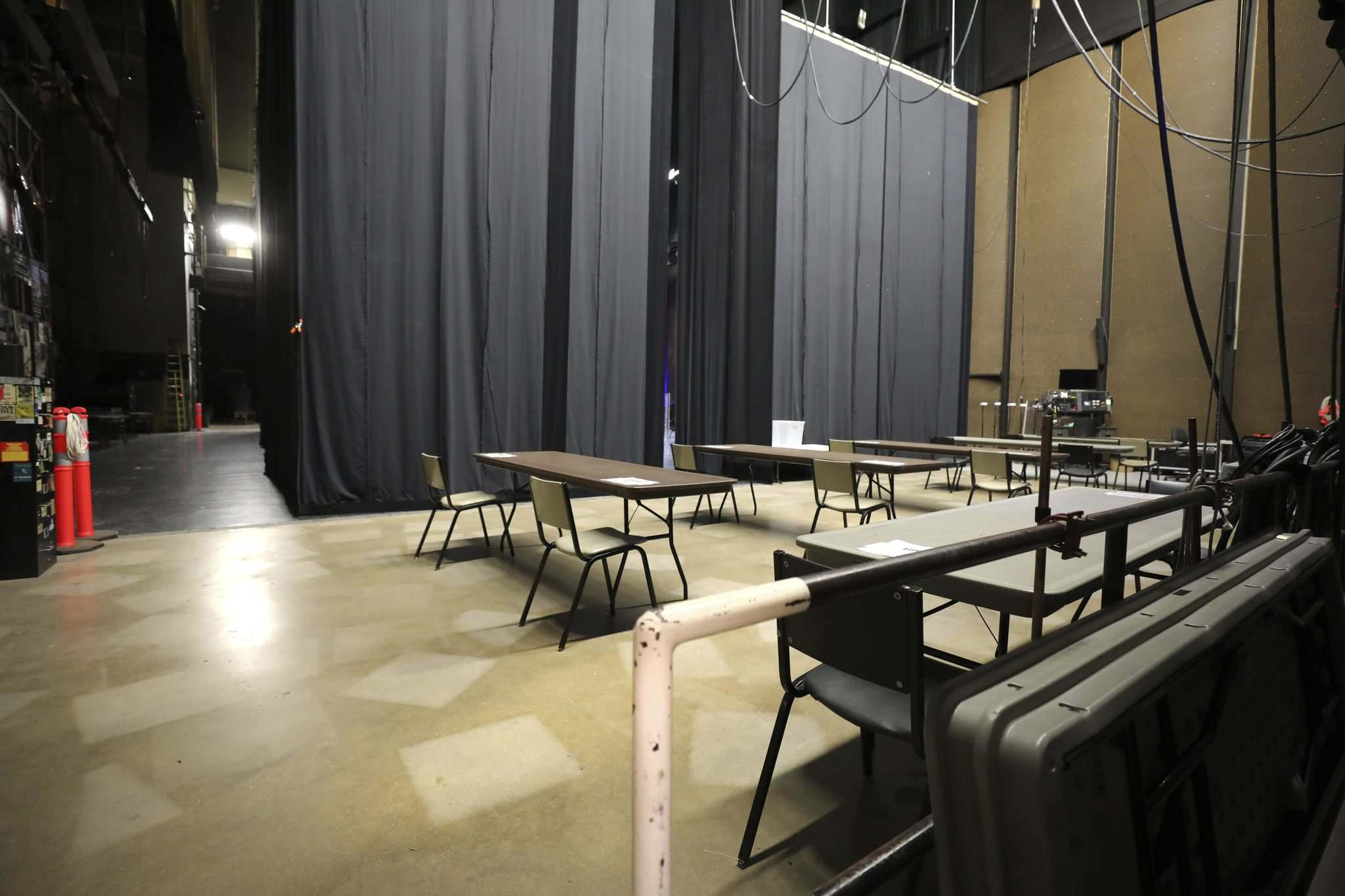 RUTH BONNEVILLE / WINNIPEG FREE PRESS</p><p>Physically distanced seating has been created for performers waiting in the wings before the show.</p>