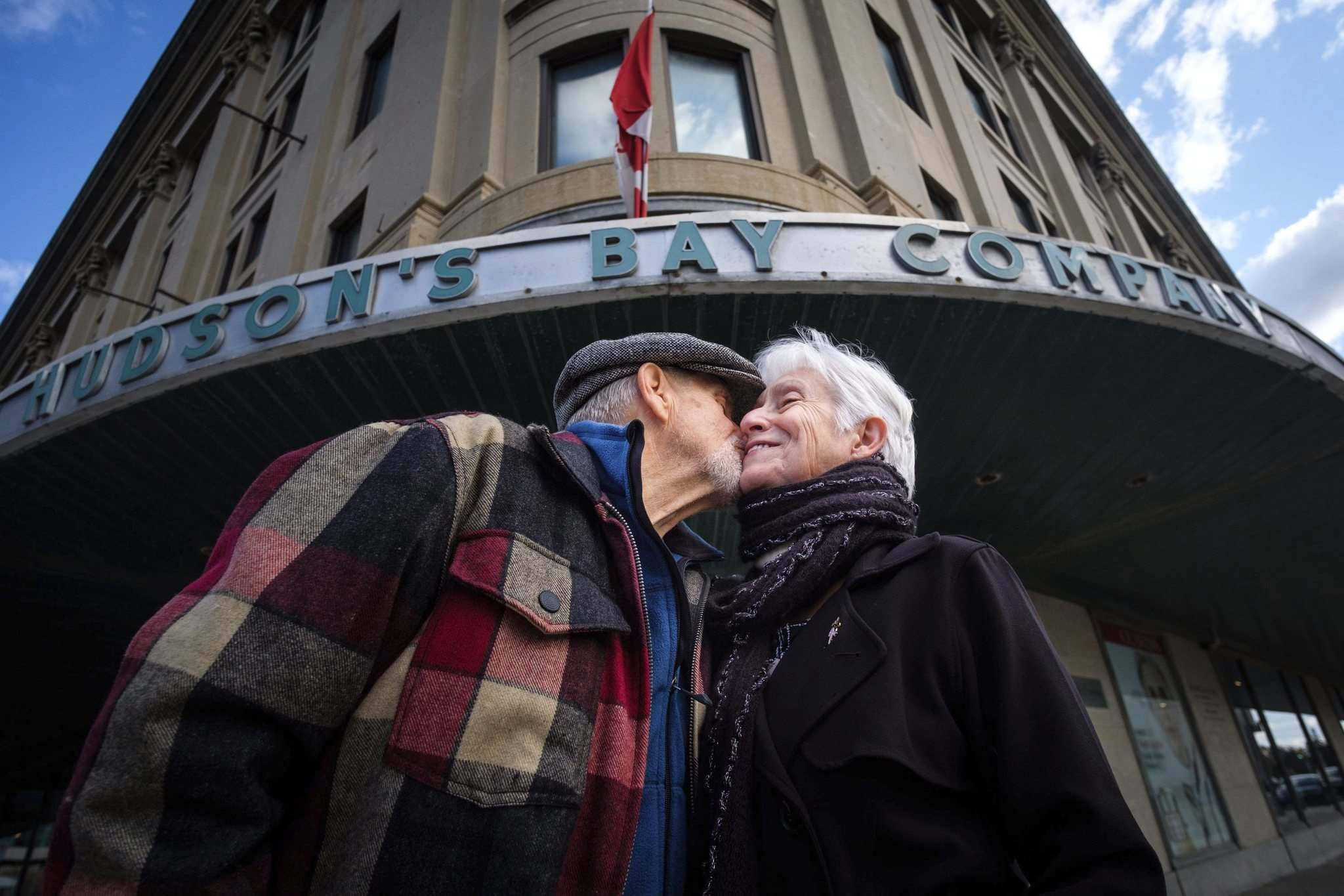 Daniel Crump / Winnipeg Free Press.</p><p>David and Elizabeth Jasysyn celebrated their wedding anniversary Saturday by visiting Winnipeg's downtown Bay store, the place David first summoned the courage to ask his wife of 39 years on a date.</p></p>