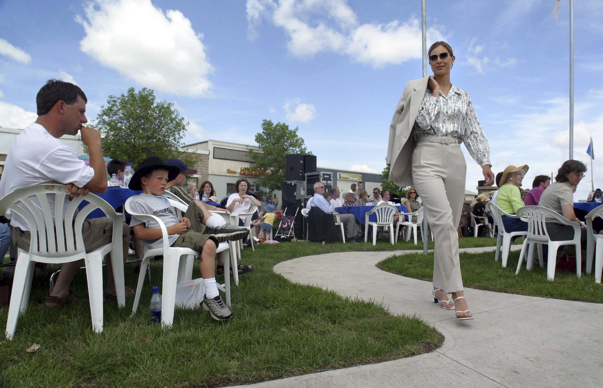 A model walks through the newly opened Nygard Park during a fashion show on June 22, 2002 (Mike Aporius / Winnipeg Free Press files)</p>