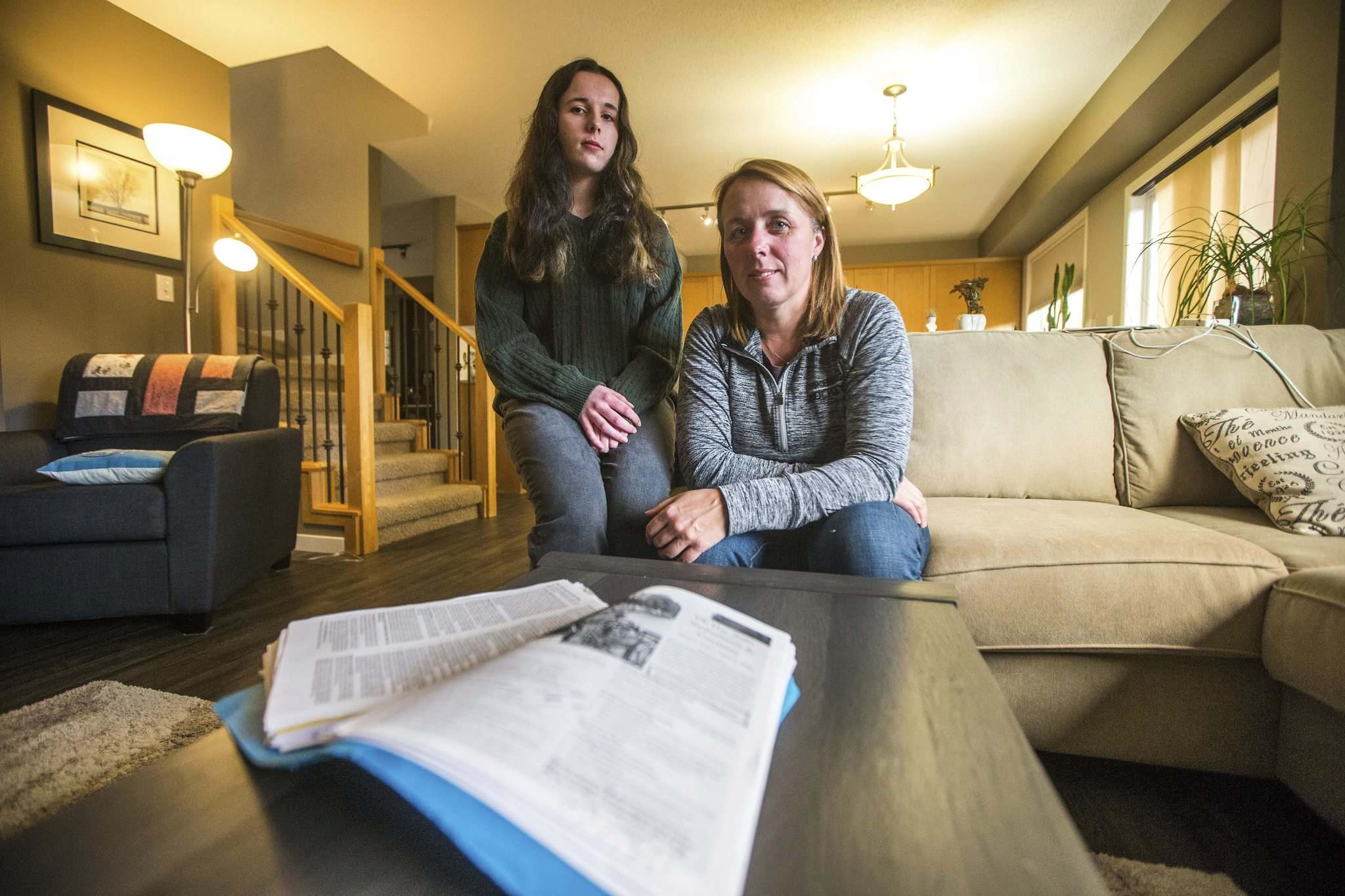 MIKAELA MACKENZIE / WINNIPEG FREE PRESS</p><p>Andrea Dodgson, with her daughter, Katie, has received $2,000 of the approximately $4,500 she says she's owed for her daughter's cancelled trip to Europe.</p></p>
