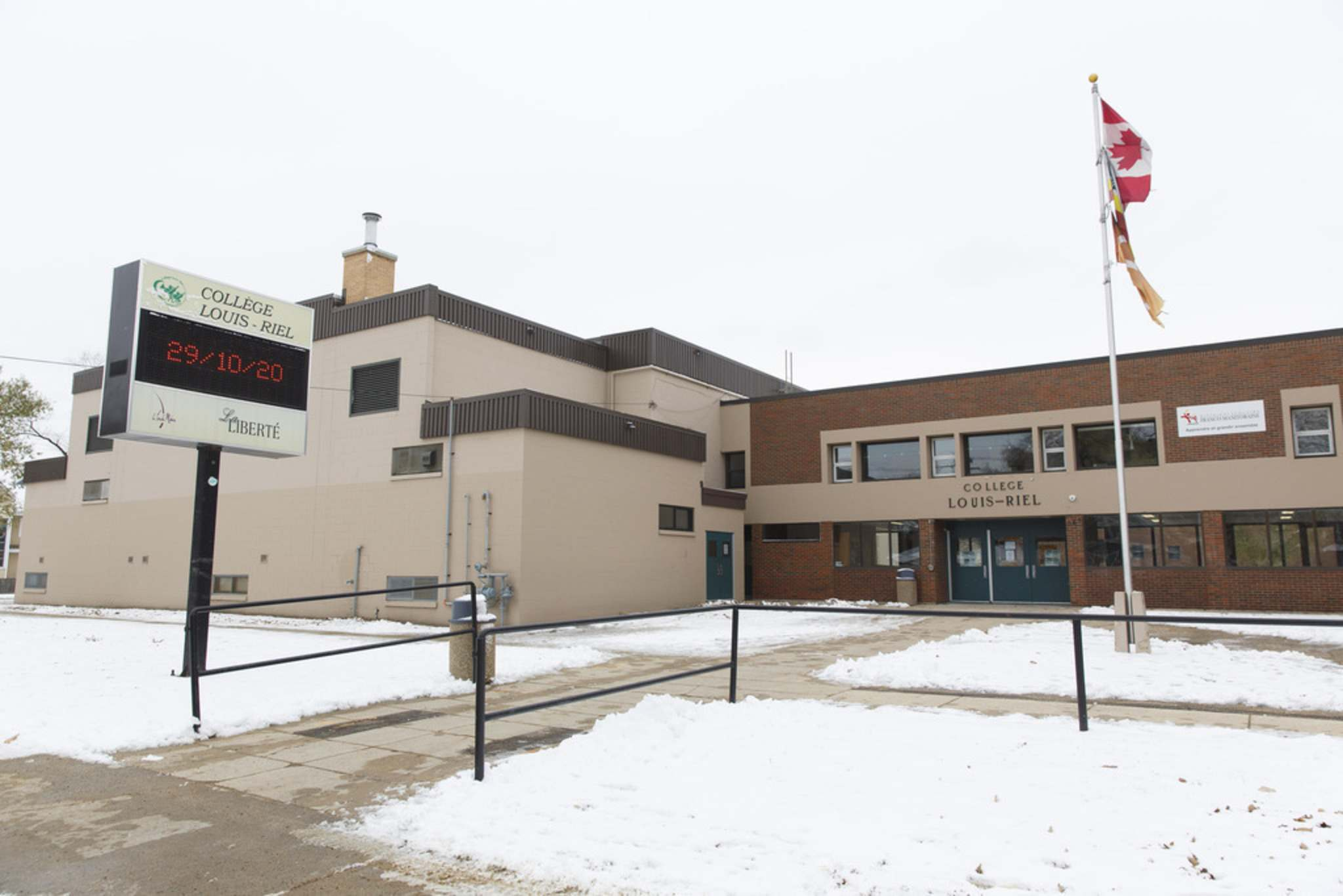 Collège Louis-Riel has been moved to remote learning. The province said there are currently seven cases linked to the school. (Mike Deal / Winnipeg Free Press)
