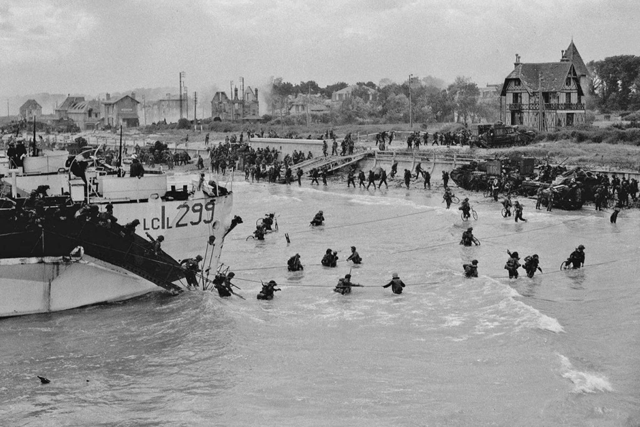 Canadian troops landing at Normandy, France, June 6, 1944. (Supplied / Library and Archives Canada)