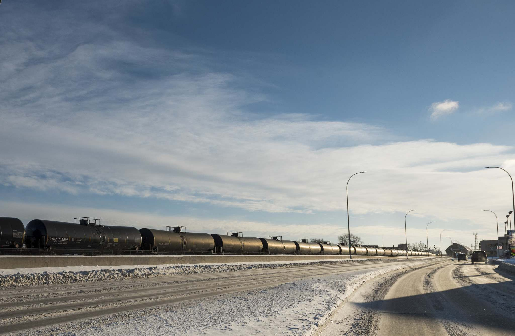 DAVID LIPNOWSKI / WINNIPEG FREE PRESS Files</p><p>Outside major cities, trains that had been limited to 40 km/h will be able to travel as fast as 80 km/h in non-signalled zones, which tend to be sparsely populated.</p></p>