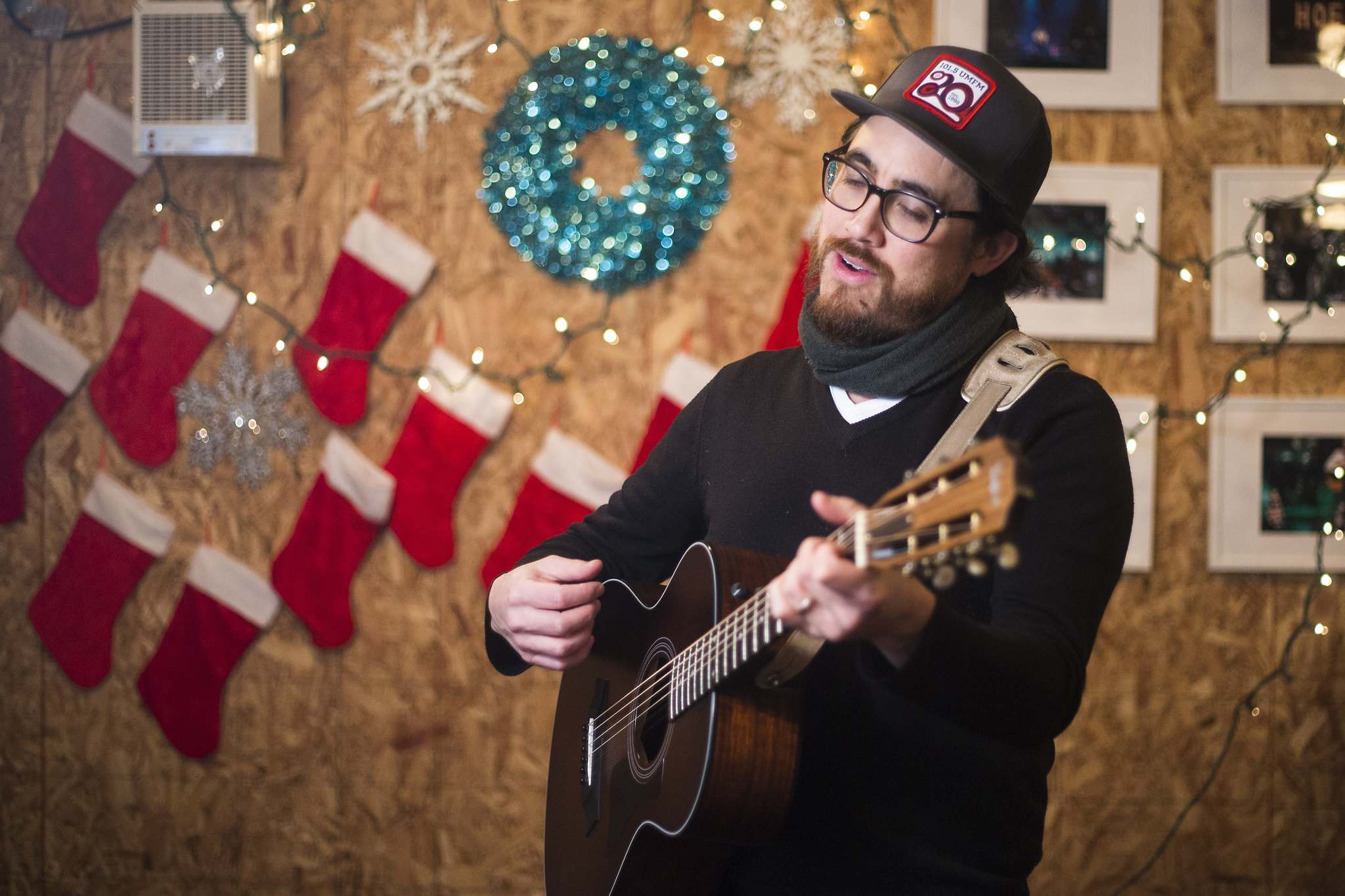 The JP Hoe Hoe Hoe holiday show has grown exponentially over the years. (Mikaela MacKenzie / Winnipeg Free Press files)