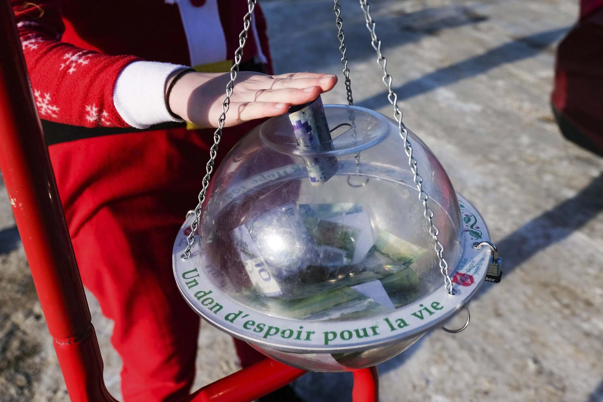 Anna Cameron, a volunteer for the Salvation, puts a cash donation into the kettle. </p></p>