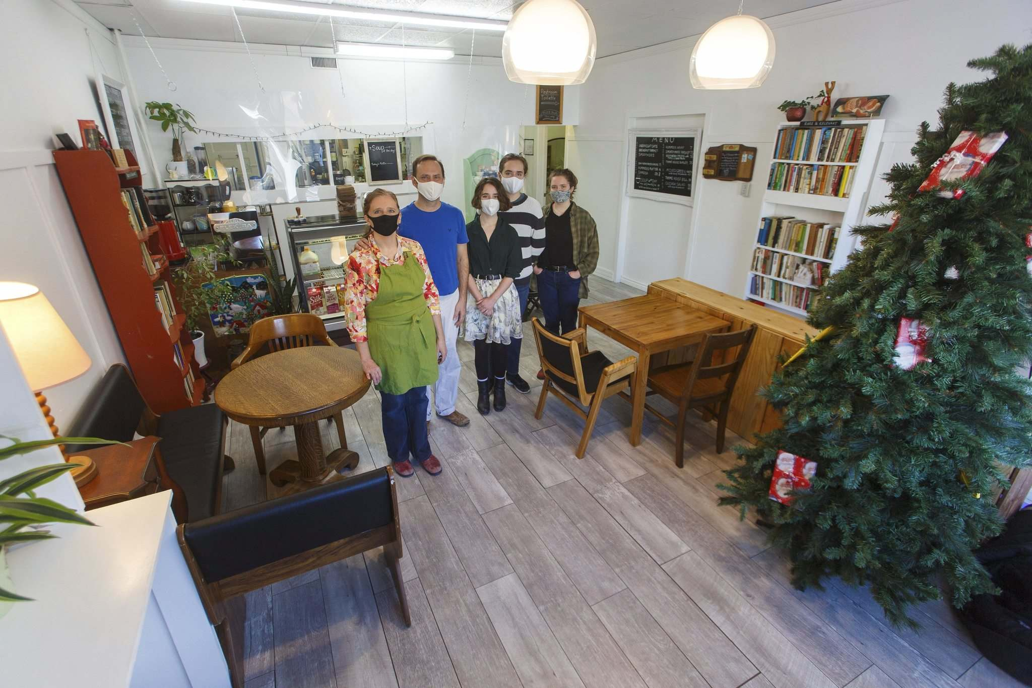 MIKE DEAL / WINNIPEG FREE PRESS</p><p>Sandra Drosdowech and Jason Holland, former co-owners of Mondragon, left, with their kids Sage, Andrew, and Emily, from left, at their new Thyme Café.</p>