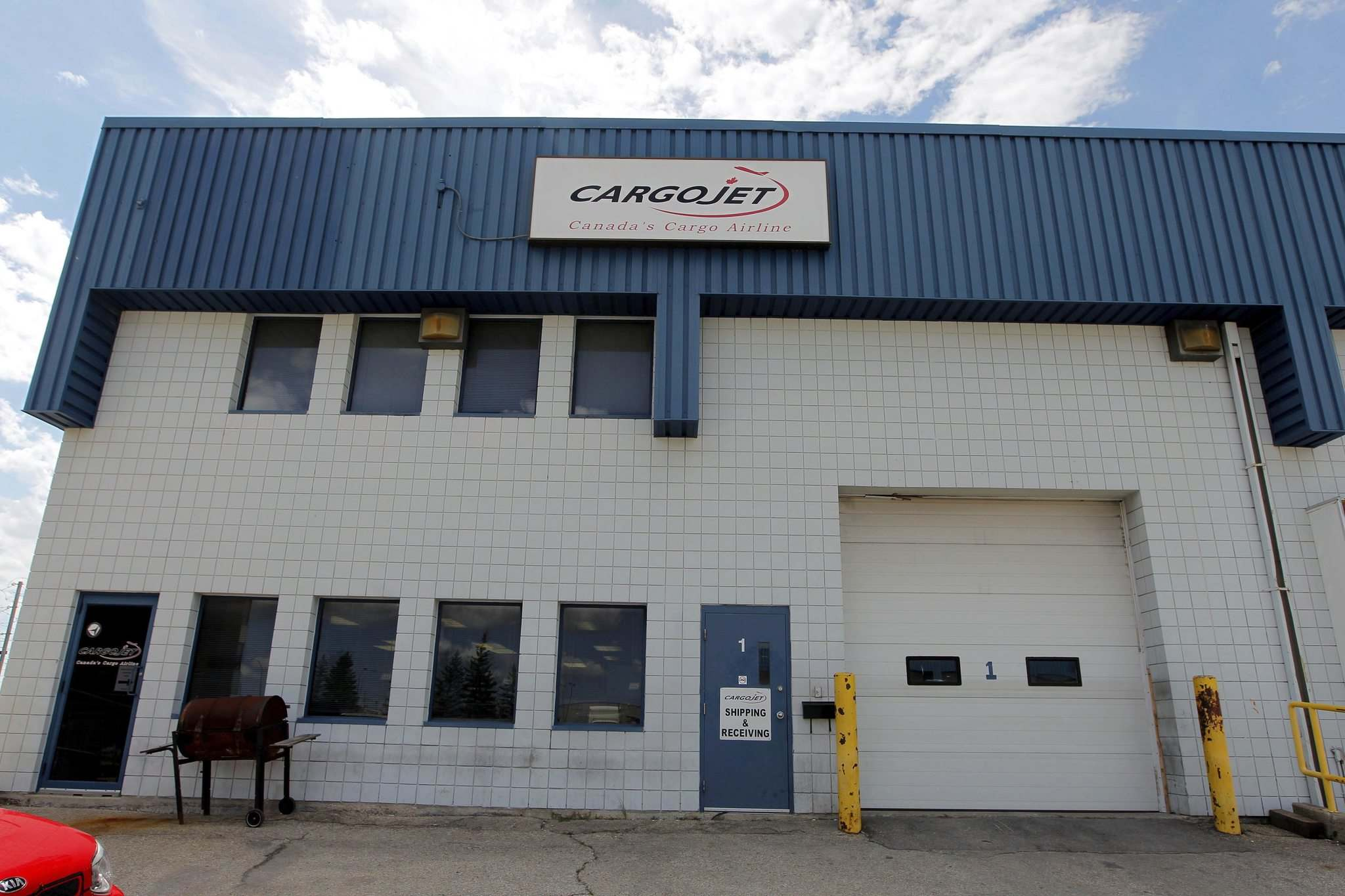 BORIS MINKEVICH / WINNIPEG FREE PRESS</p><p>Cargojet already flies freight planes in and out of Winnipeg, but it doesn't have a maintenance operation here.</p>