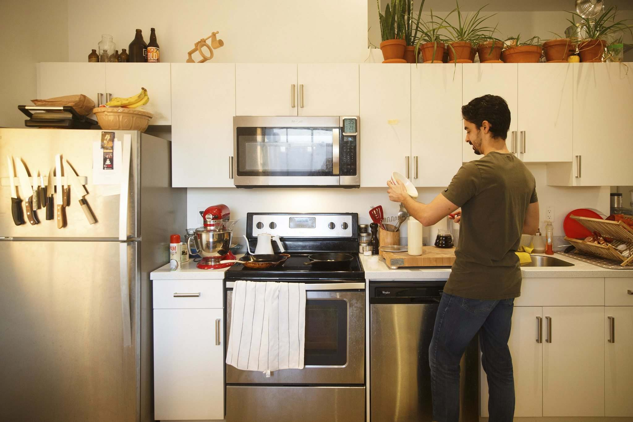 MIKE DEAL / WINNIPEG FREE PRESS</p><p>Stephan Azulay is second soloist for the Royal Winnipeg Ballet and an accomplished home cook.</p></p>