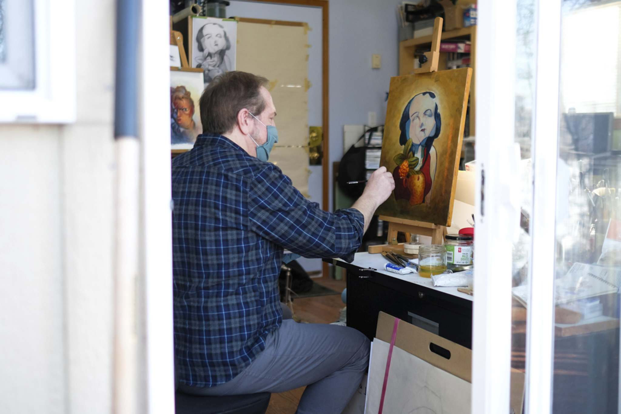 Chris Chuckry, a Winnipeg-based artist who works with many different mediums. works on an oil painting in his home studio. (Daniel Crump / Winnipeg Free Press)