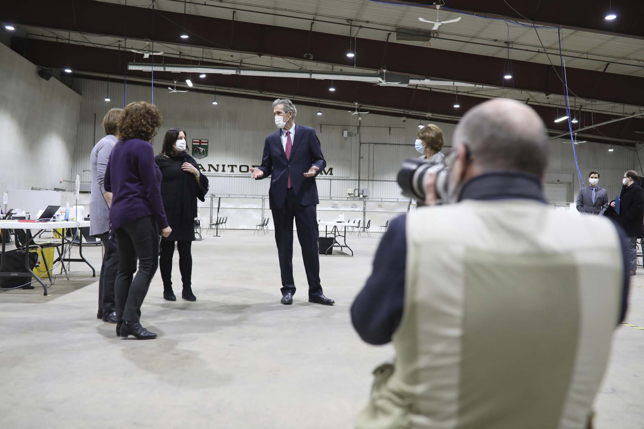 Manitoba Premier Brian Pallister (centre) and Health Minister Heather Stefanson (centre left) tour the COVID-19 immunization super-site at the Keystone Centre on Wednesday. (Tim Smith/The Brandon Sun-POOL)</p>