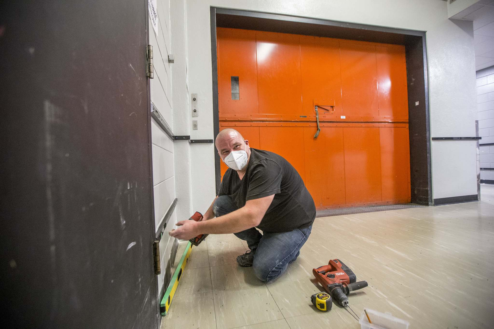 Vince Paulich, facility services supervisor, puts up bumper strips along hallway walls to protect against damage from tour cases being moved from the loading dock. (Mikaela MacKenzie / Winnipeg Free Press)</p>