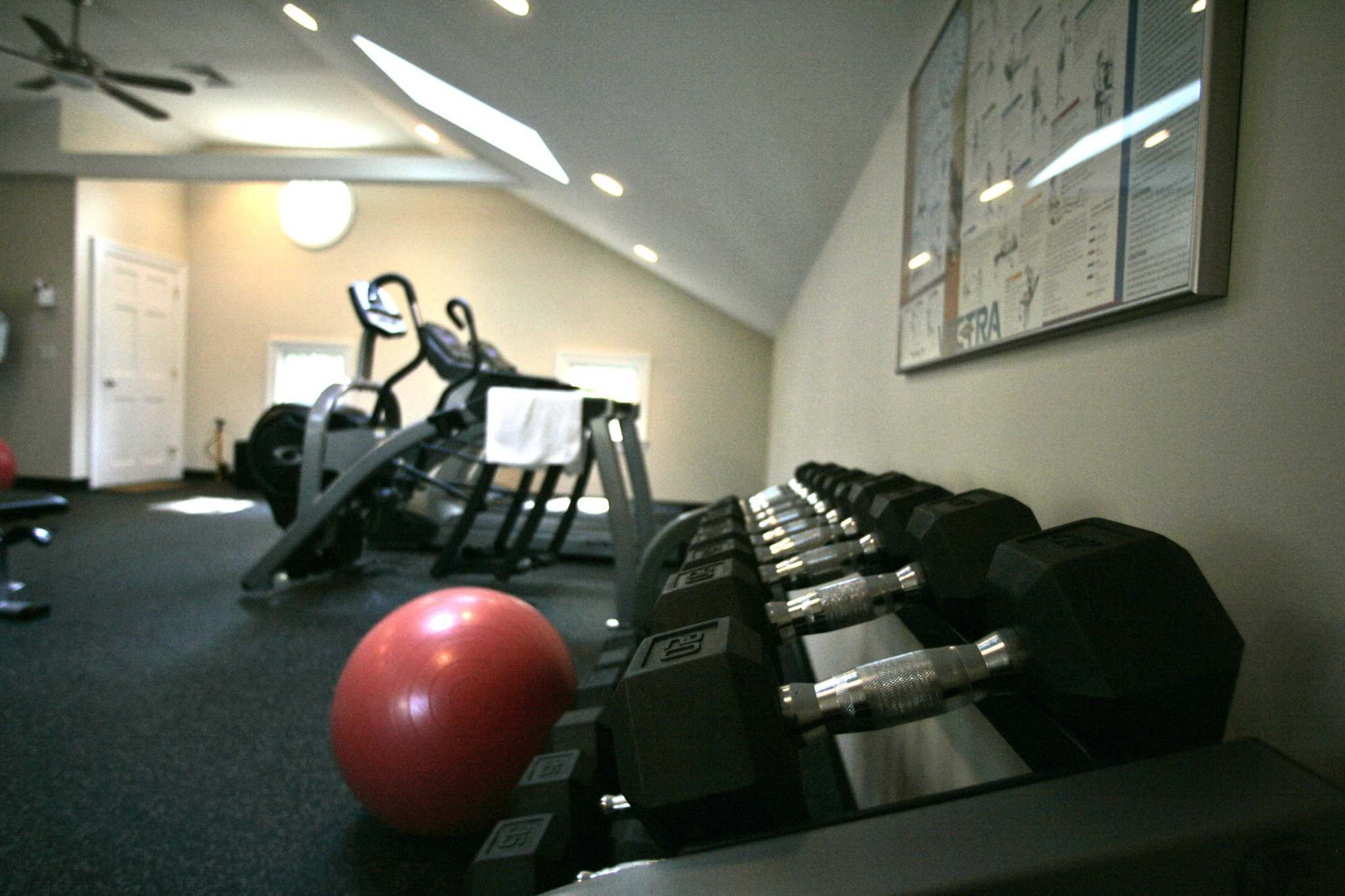 A new survey suggests that house buyers are interested in homes that have exercise rooms since the COVID-19 pandemic forced most gyms to shut down or strictly limit attendance. (Frank Franklin II / The Associated Press files)</p>