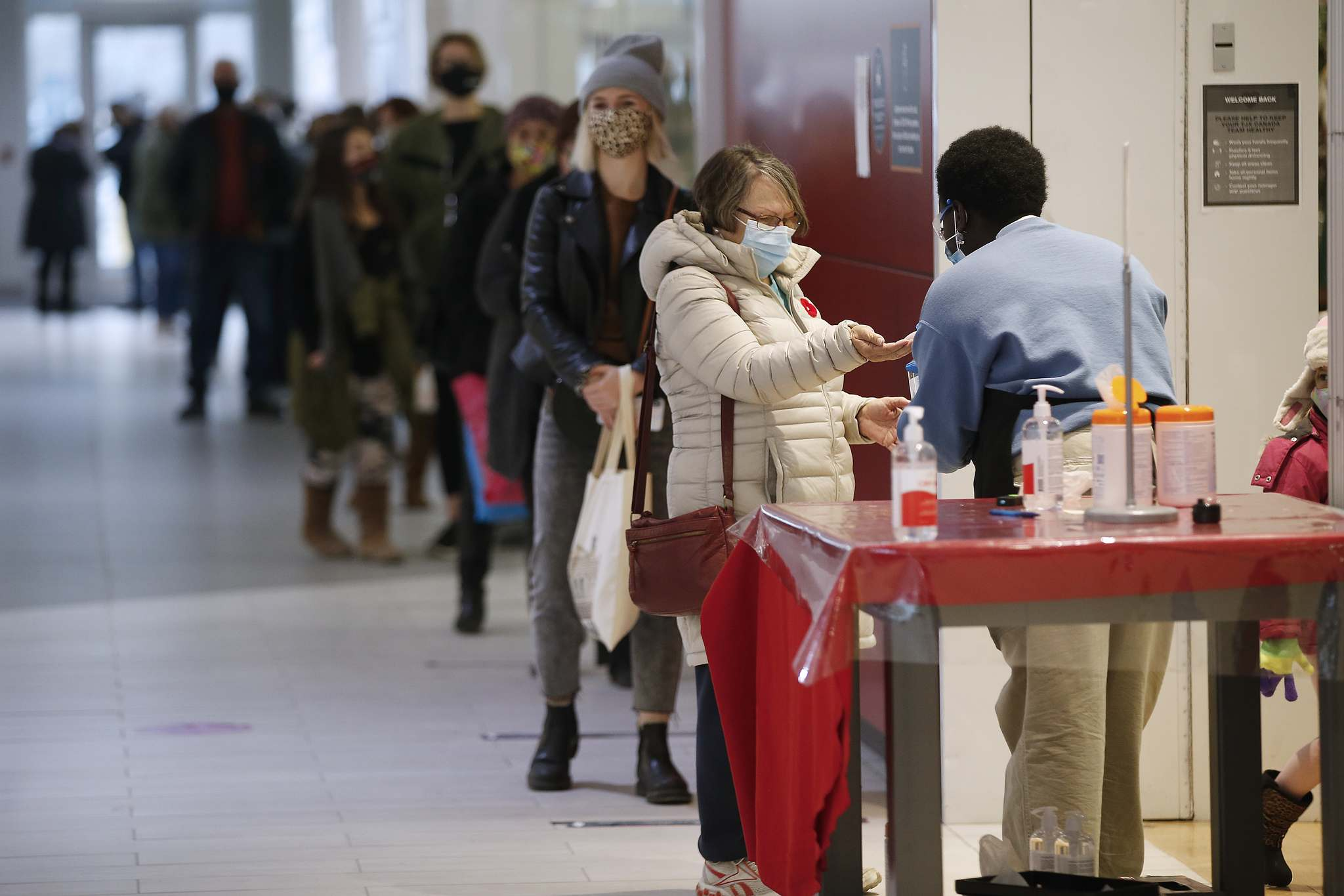 JOHN WOODS / WINNIPEG FREE PRESS</p><p>Shoppers maintain social distance and apply hand sanitizer before entering a store at Kildonan Place. A new report suggests the pandemic has had a transforming effect on consumer behaviour.</p>