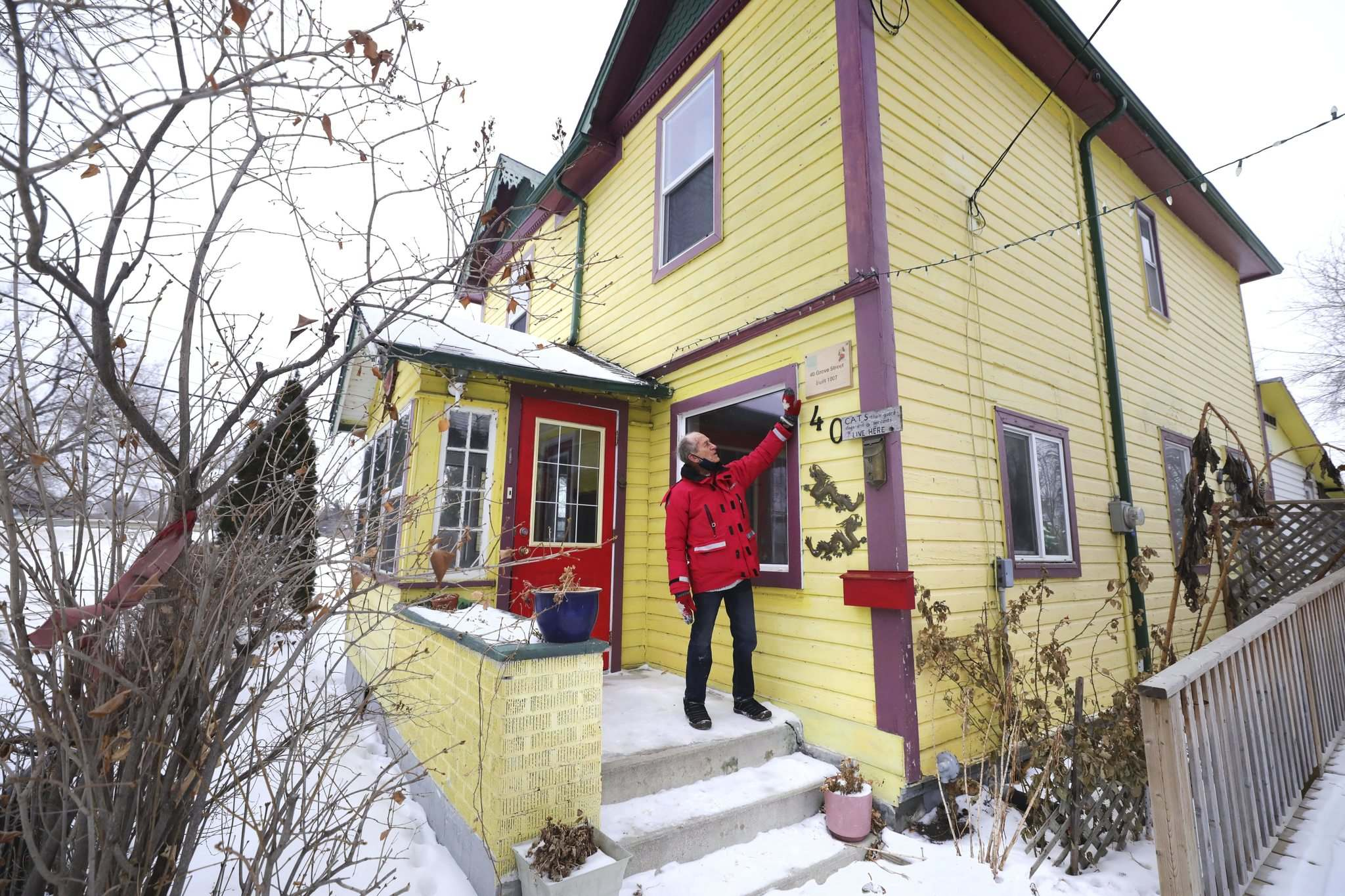 You can take Sel Burrow out of Point Douglas, but you can't take Point Douglas out of Sel Burrows: the longtime community activist has left the neighbourhood, but promises it will never be out of mind. (Ruth Bonneville / Winnipeg Free Press)