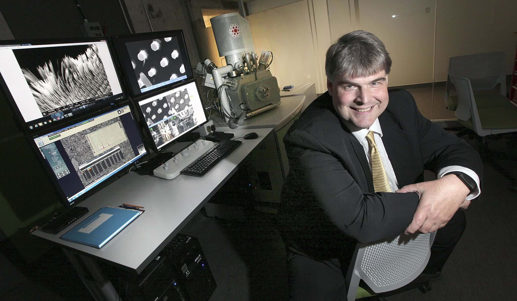 PHIL HOSSACK / WINNIPEG FREE PRESS</p><p>Dr. Derek Oliver in the Manitoba Institute for Materials.</p>