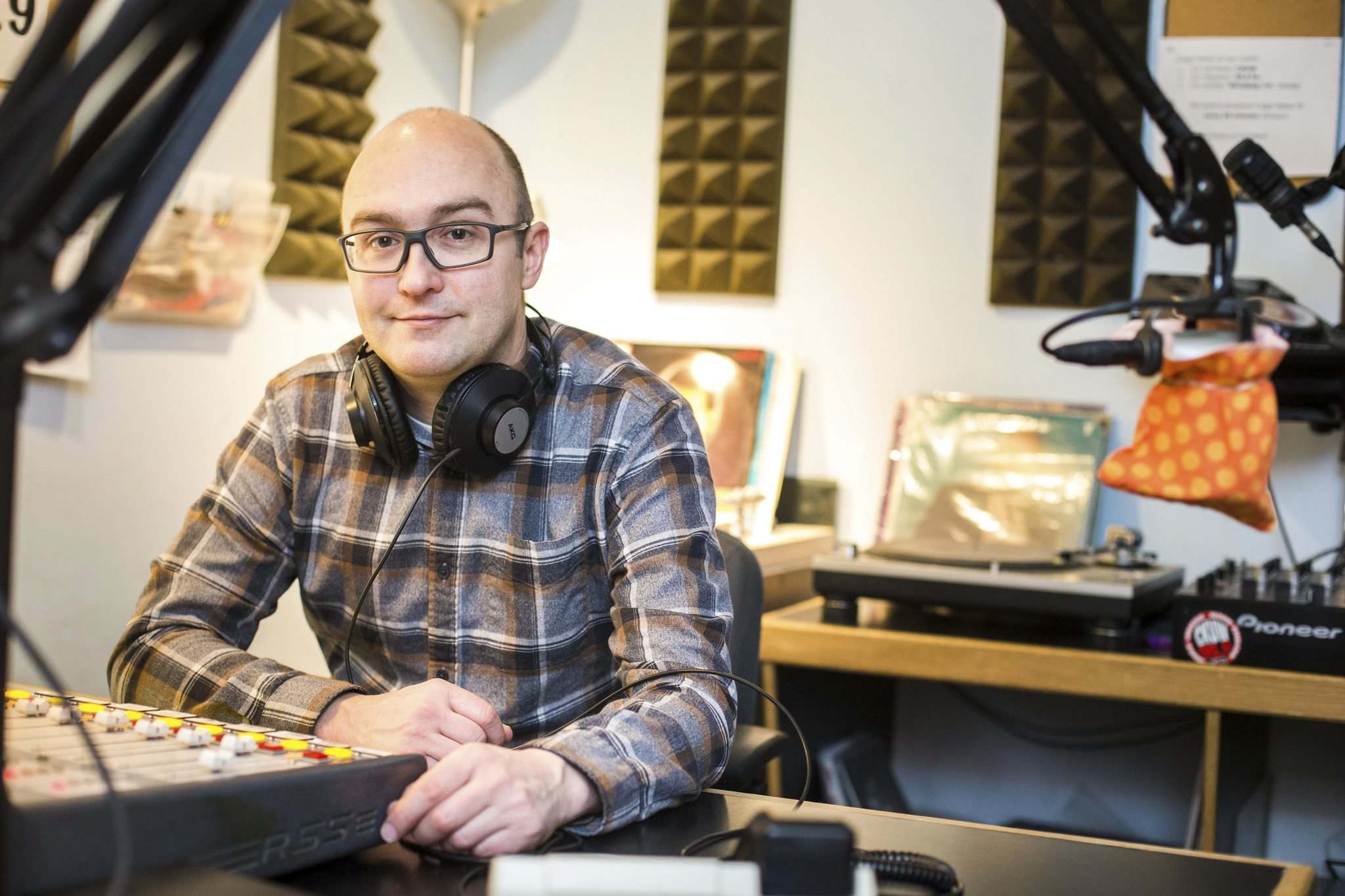 MIKAELA MACKENZIE / WINNIPEG FREE PRESS</p><p>CKUW station manager Rob Schmidt says this year's Fundrive for the campus/community radio station is more important than ever. </p>