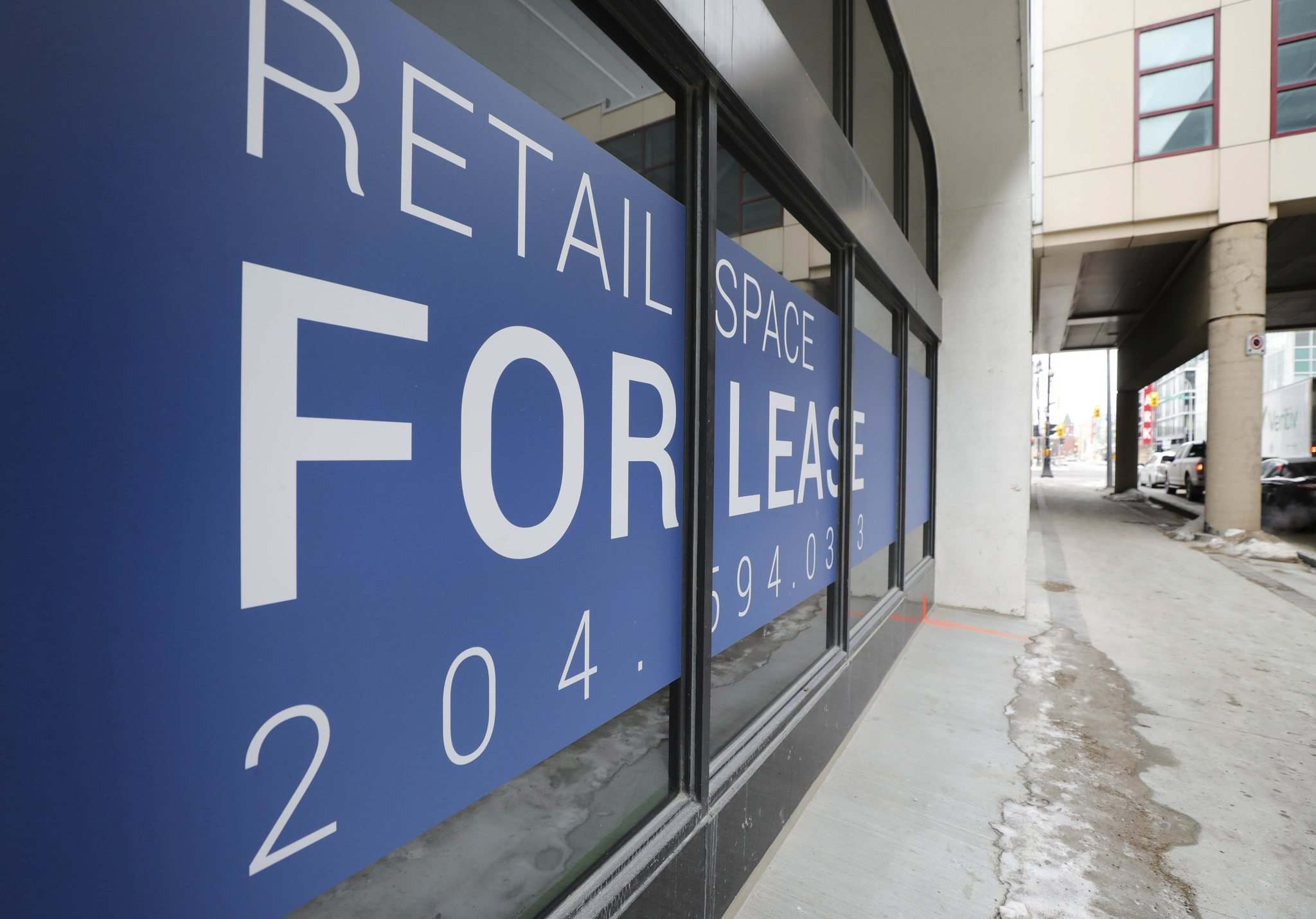 RUTH BONNEVILLE / WINNIPEG FREE PRESS</p><p>For Lease, signs are posted on many retail and office buildings like this one on Hargrave next to the MTS Centre.</p>