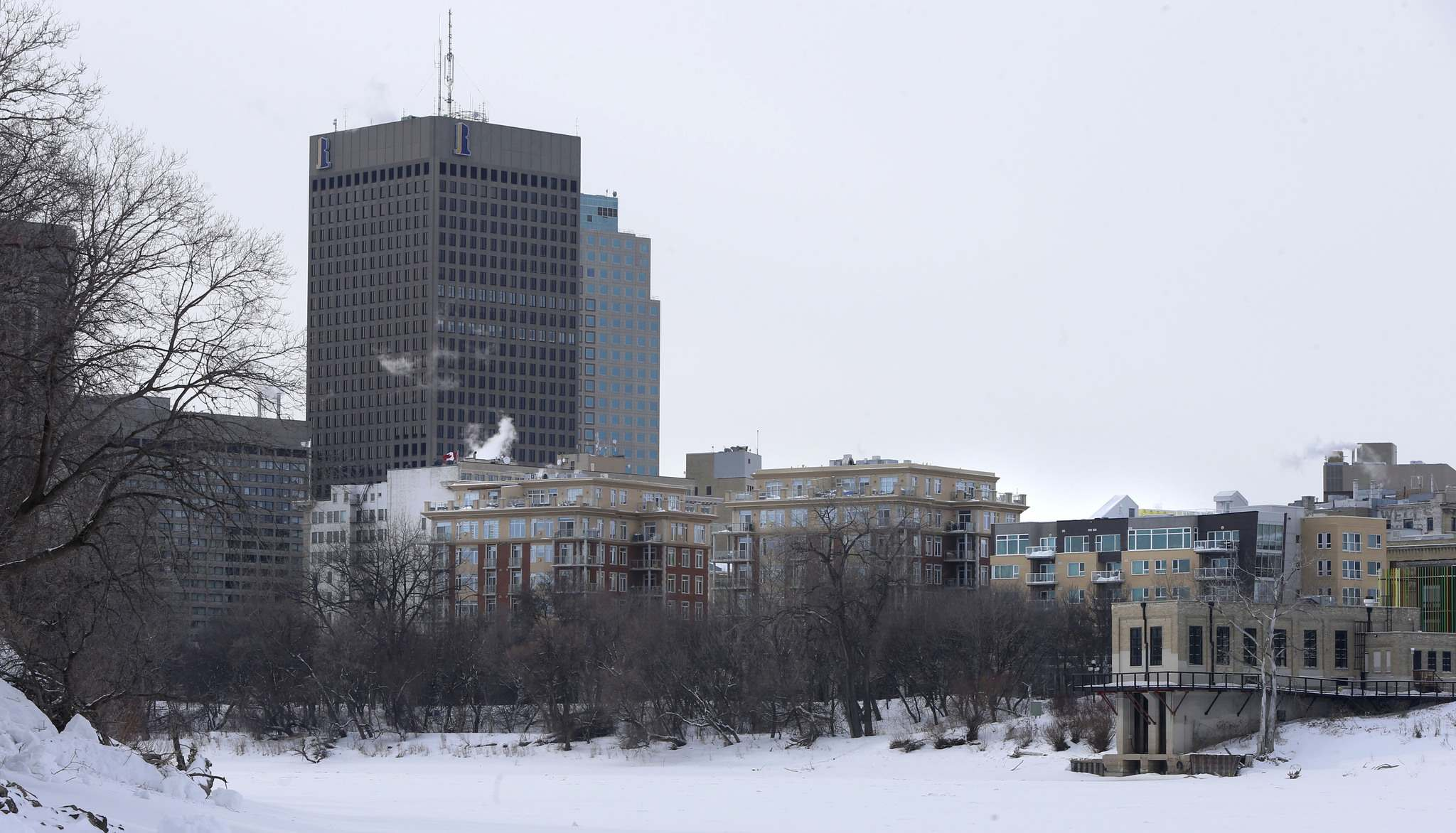 WAYNE GLOWACKI / WINNIPEG FREE PRESS FILES</p><p>Recent development along Waterfront Drive would not have been possible if the 1960s plan became reality.</p>