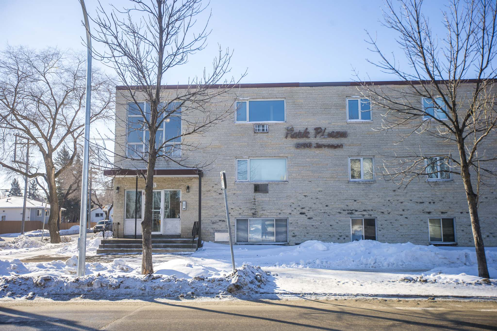 MIKAELA MACKENZIE / WINNIPEG FREE PRESS</p><p>Park Plaza Apartments were purchased by new investors who told tenants rents would nearly double to pay for future renovations and that leases would not be renewed when they expired.</p></p>