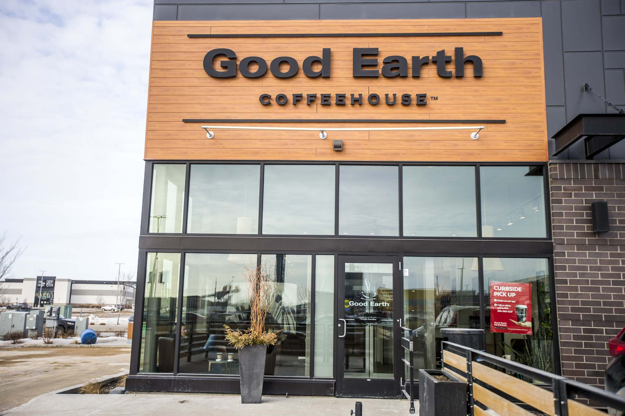 Good Earth Coffeehouse has two locations so far in Winnipeg, including this one on Sterling Lyon Parkway. (Mikaela MacKenzie / Winnipeg Free Press)