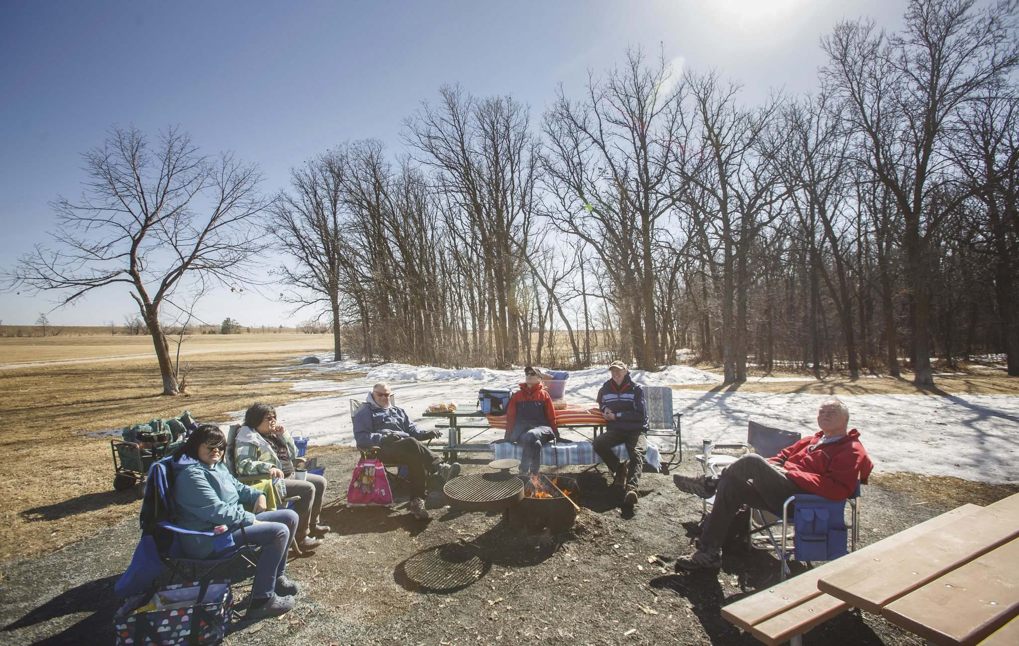 MIKE DEAL / WINNIPEG FREE PRESS</p><p>A group of friends maintaining social distancing rules spend the afternoon catching up with each other at La Barriere park Friday. (from left) Lisa Shimoda-Loechner, Joy and Ted Letkemann , Cynthia and Brent Stacey and Harald Asu.</p>