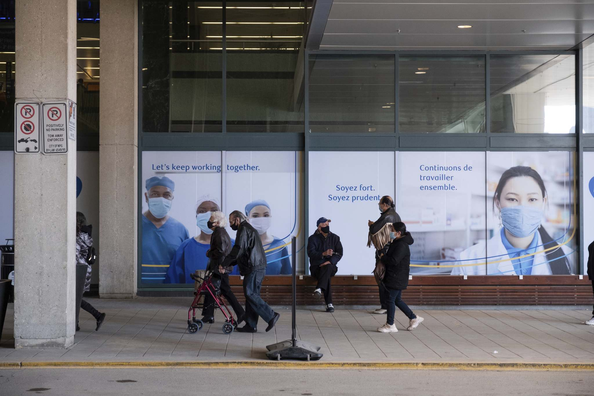 Daniel Crump / Winnipeg Free Press. Lines at the RBC Convention Centre vaccination site appeared significantly shorter Saturday morning than they were on Friday.</p>