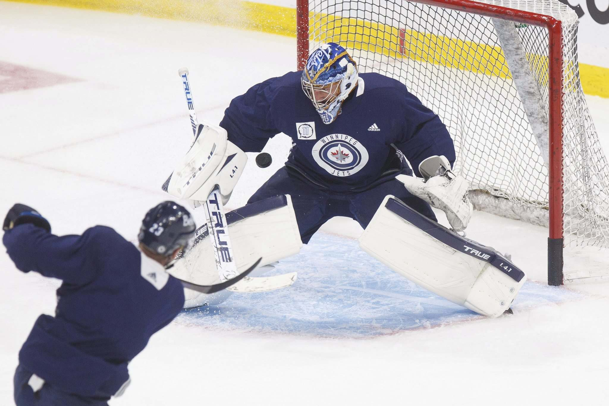 MIKE DEAL / WINNIPEG FREE PRESS</p><p>Winnipeg Jets' goaltender Connor Hellebuyck during practice at BellMTS Place Wednesday.</p>