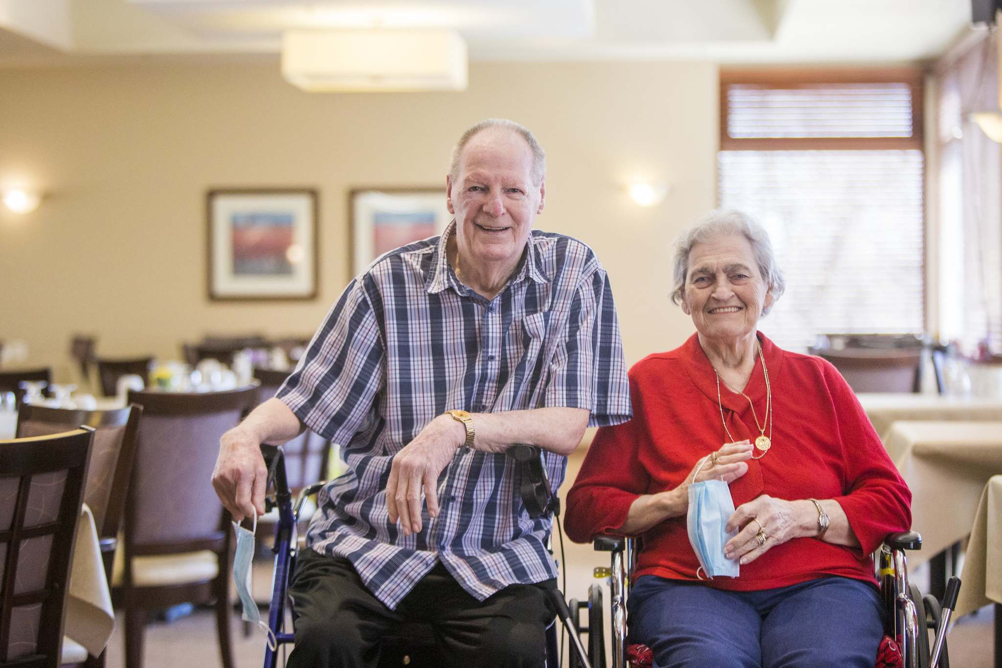 Frank Tervoort, who lives at Riverwood with Joyce, his wife of almost 60 years, is grateful for the staff who have somehow kept the 240 people living in the complex from getting ill. (Mikaela MacKenzie / Winnipeg Free Press)
