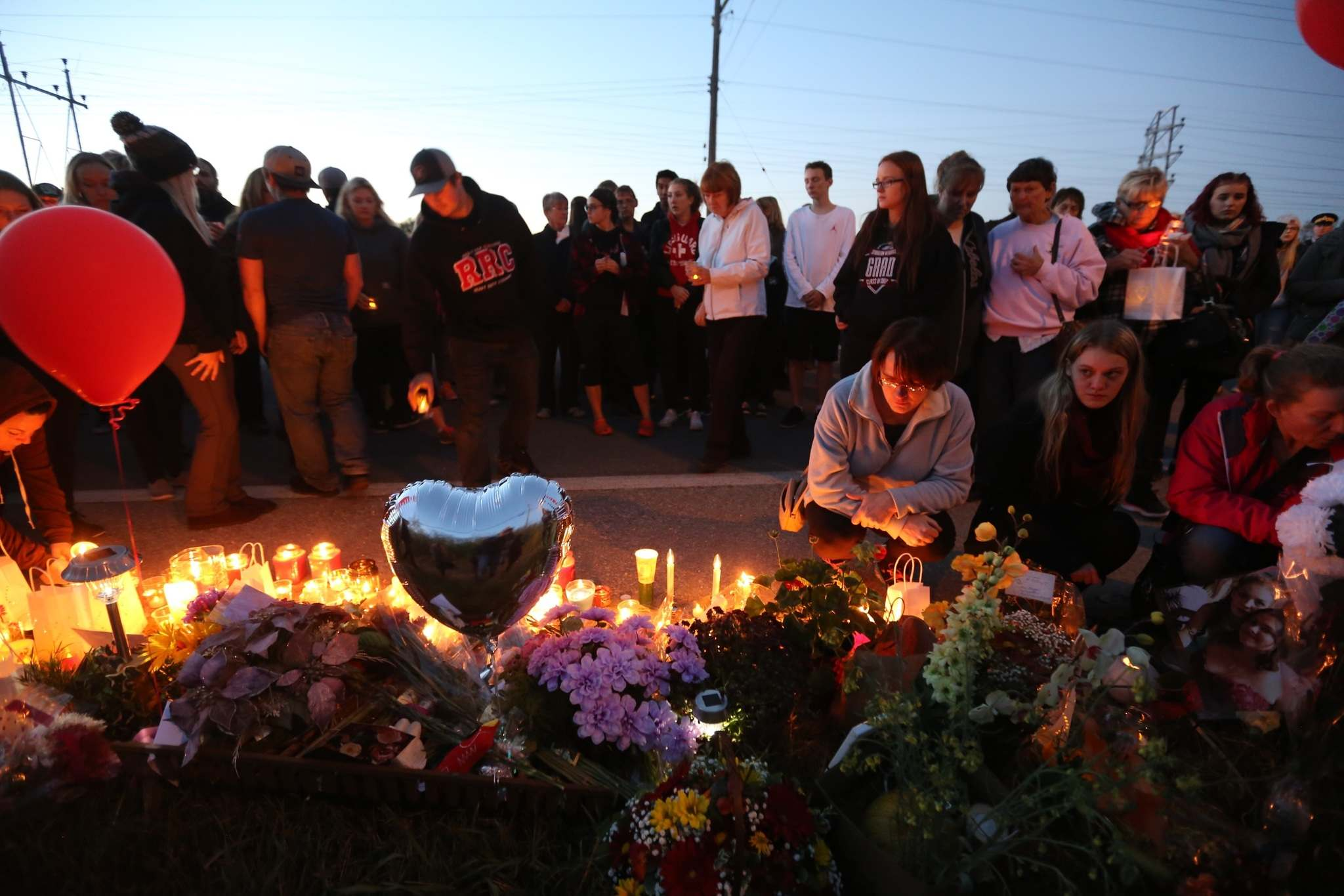 Friends and family hold a candlelight vigil for Brittany Bung in Lac du Bonnet in 2017. (Trevor Hagan / Winnipeg Free Press files)</p>