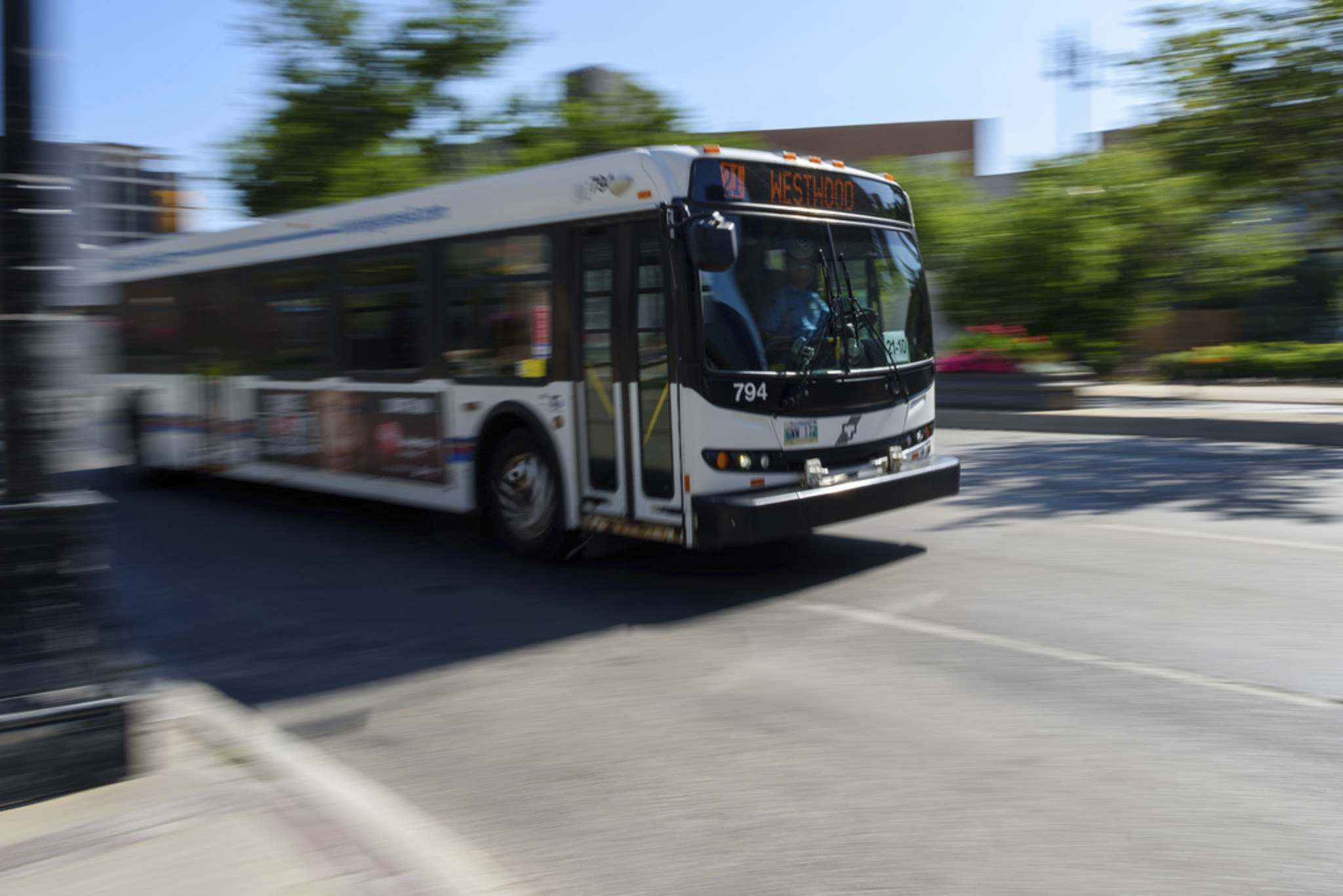 JESSE BOILY / WINNIPEG FREE PRESS FILES</p><p>Winnipeg City Council's public works committee voted Tuesday in favour of the overall Winnipeg Transit Master Plan, which aims to redraw most bus routes, add some zero-emission vehicles, and expand rapid transit by 2045.</p>