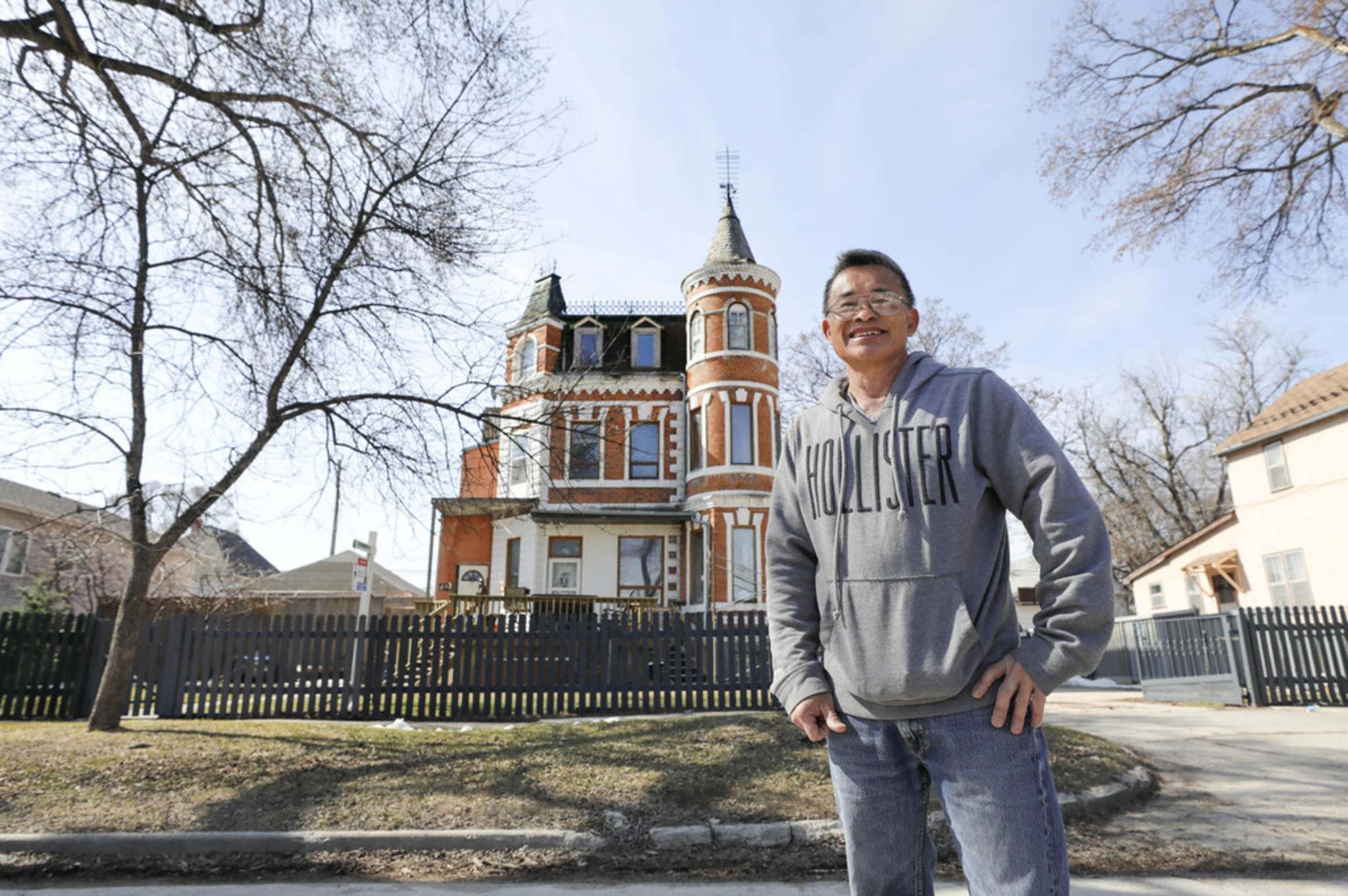 RUTH BONNEVILLE / WINNIPEG FREE PRESS</p><p>Vanh Hoang, a 63-year-old surgeon who migrated to Canada in 2015 from Vietnam, is working to restore the interior of a castle on College Avenue while it is on the market.</p>