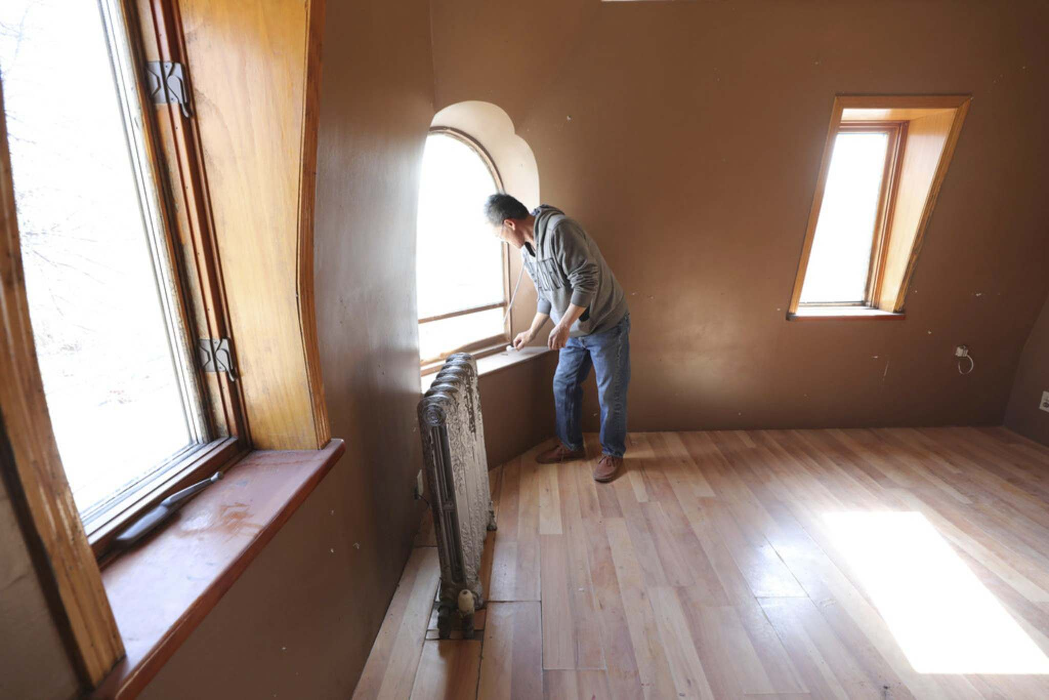 RUTH BONNEVILLE / WINNIPEG FREE PRESS</p><p>There are only a few rooms in the castle that have been renovated.</p>