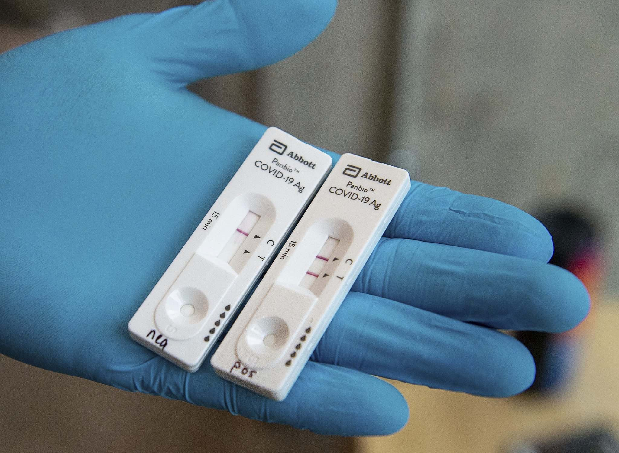 An Abbott Laboratories Panbio COVID-19 Rapid Test device. (Andrew Vaughan / The Canadian Press files)
