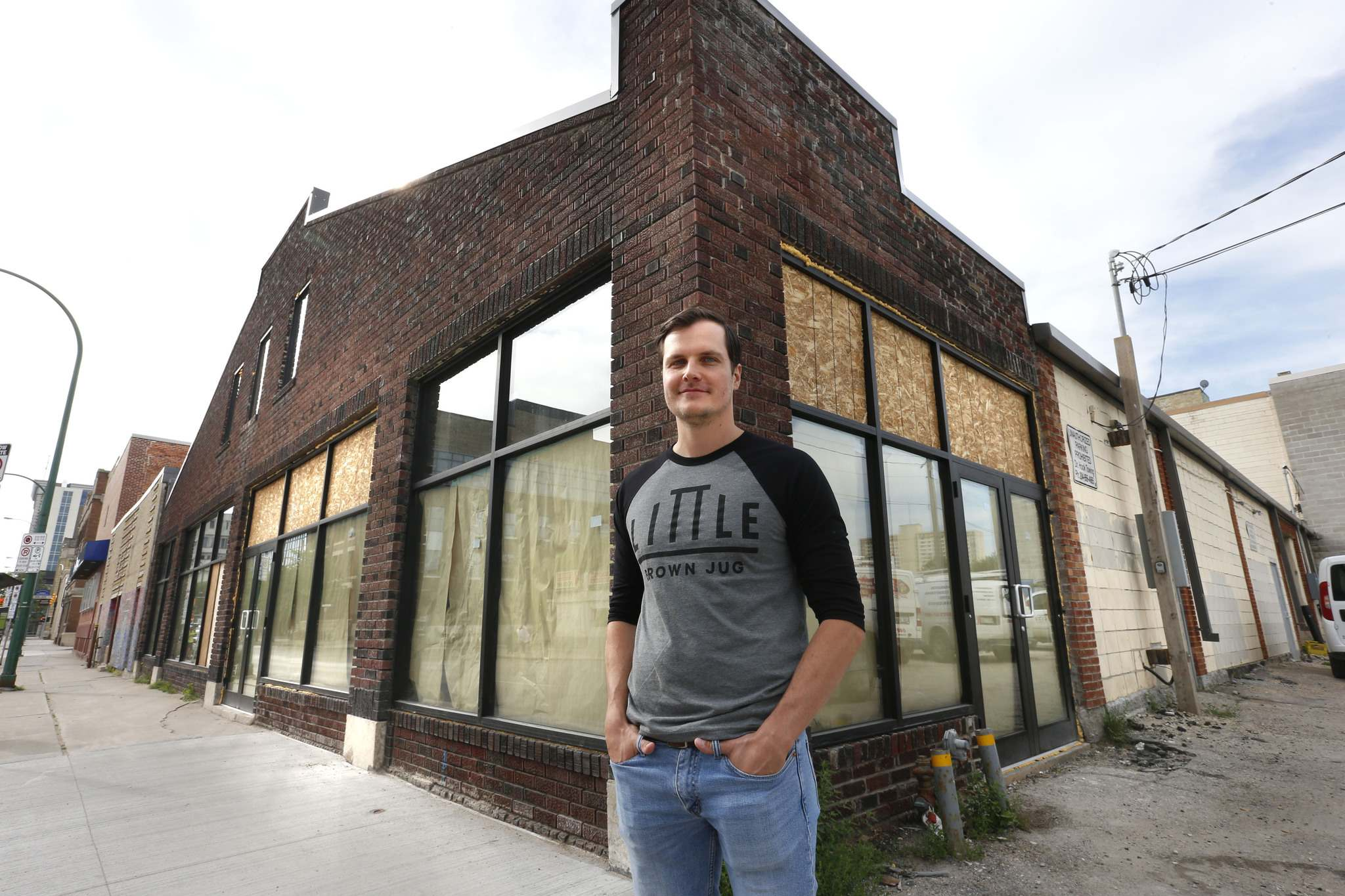 WAYNE GLOWACKI / WINNIPEG FREE PRESS</p><p>Kevin Selch, founder of the Little Brown Jug Brewing Company, plans to offer tap-room visitors a chance to witness the brewing process at the William Avenue brewery.</p>