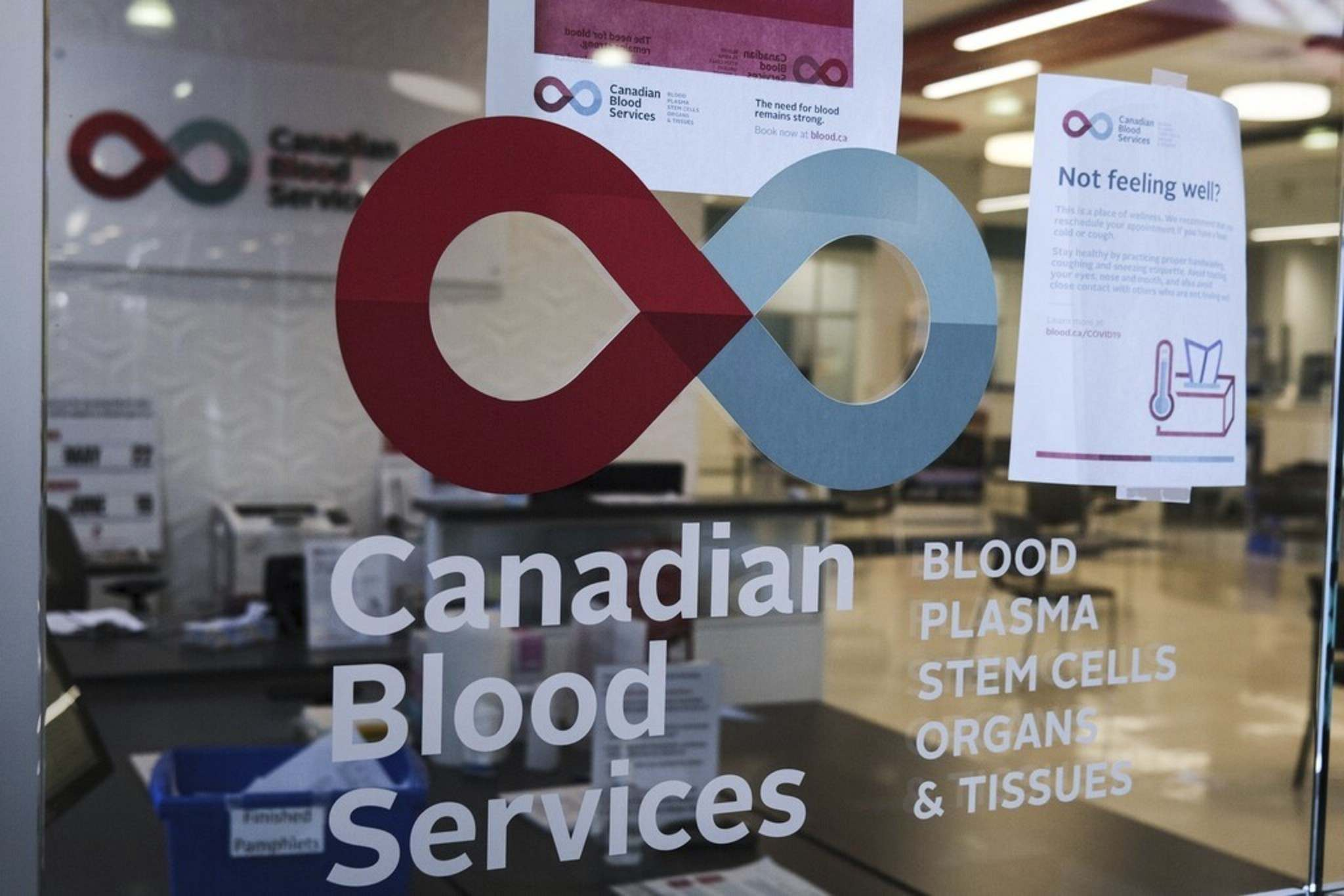 Canadian Blood Services is participating in a federal research project to determine how many Canadians got infected with COVID-19 without knowing it, as well as how the human body fights off the coronavirus. THE CANADIAN PRESS FILES/Jeff McIntosh</p>