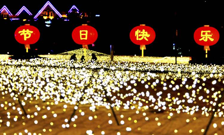 The lighting scenery is pictured at the People Square in Dalian, northeast China's Liaoning Province. The lights were lit to celebrate the coming of New Year.