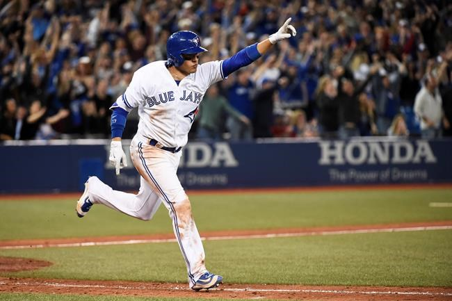 Pillar hits winning homer in 9th, Jays beat Mariners 3-2