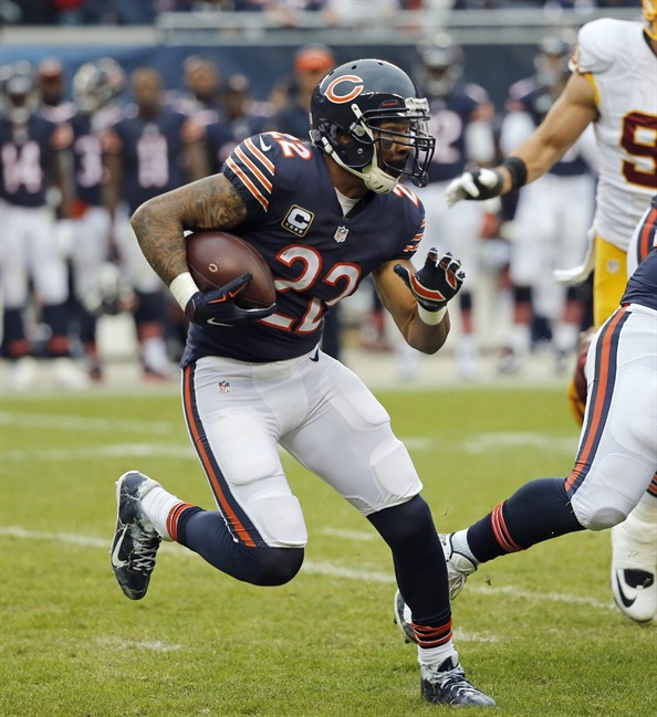 Chicago Bears running back Matt Forte rushes against the Washington Redskins during the first half of an NFL football game in Chicago. Forte signed a three-year deal with the New York Jets last week after