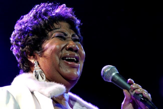 Aretha Franklin performs at the House of Blues in Los Angeles in 2008. (Shea Walsh / Associated Press files)