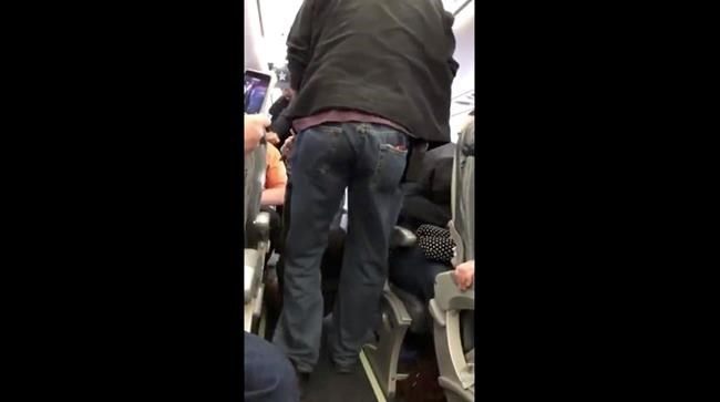 The argument between United passenger and cop before getting removed from flight
