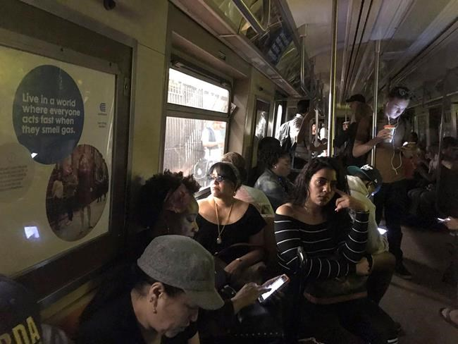 Hundreds evacuated from subway after A train derails in Harlem